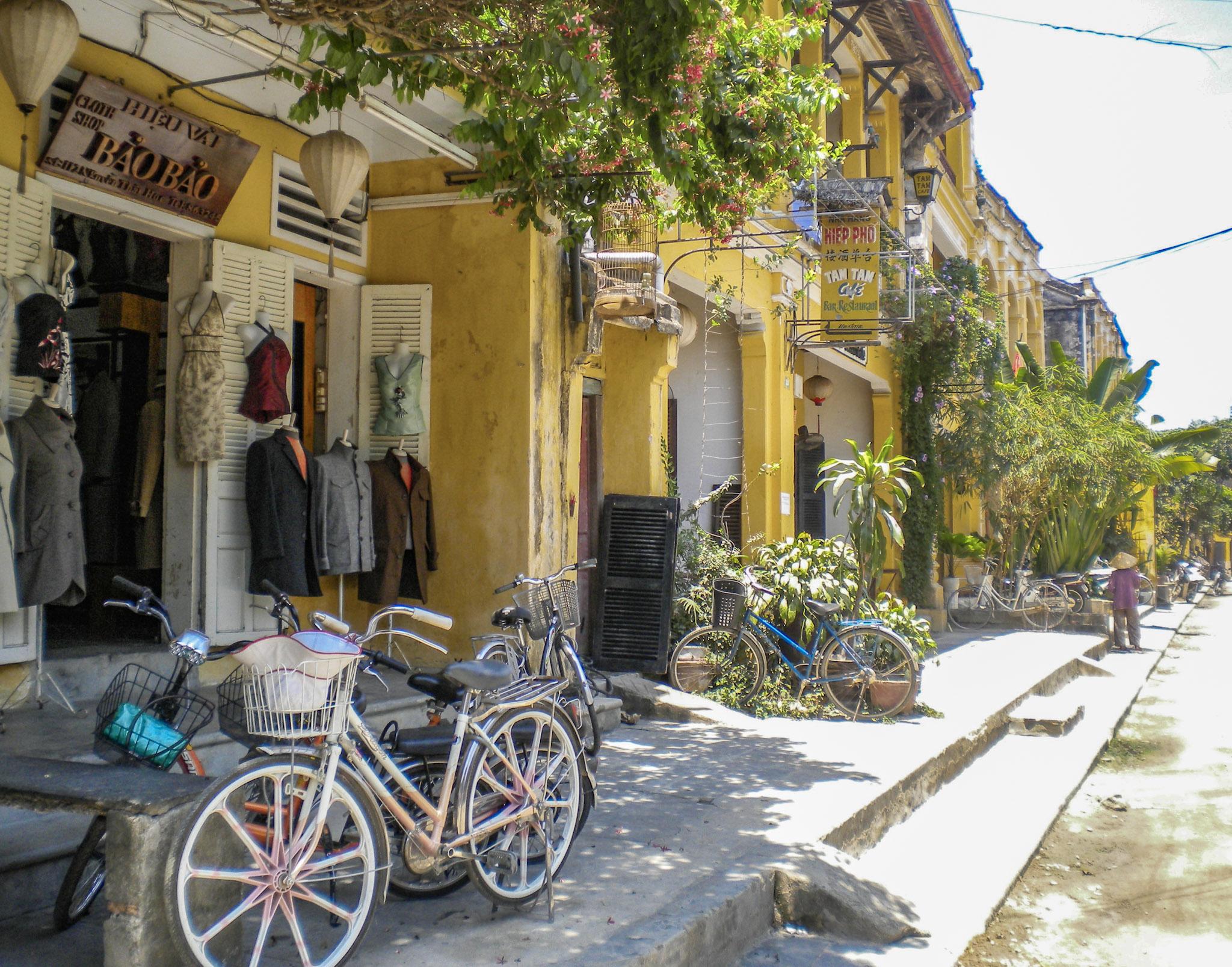 curio.trips.vietnam.hoi.an.streets.jpg