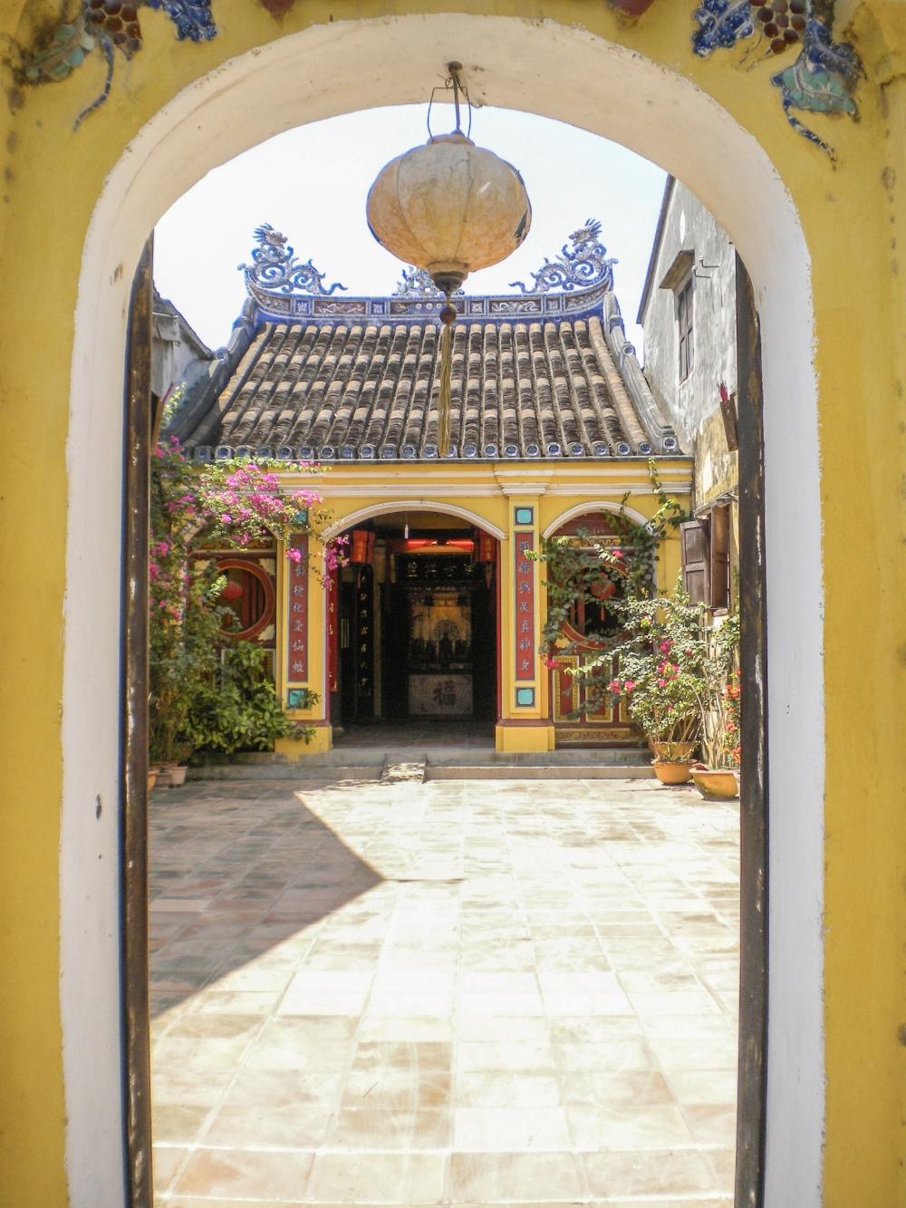 curio.trips.vietnam.hoi.an.temples.jpg