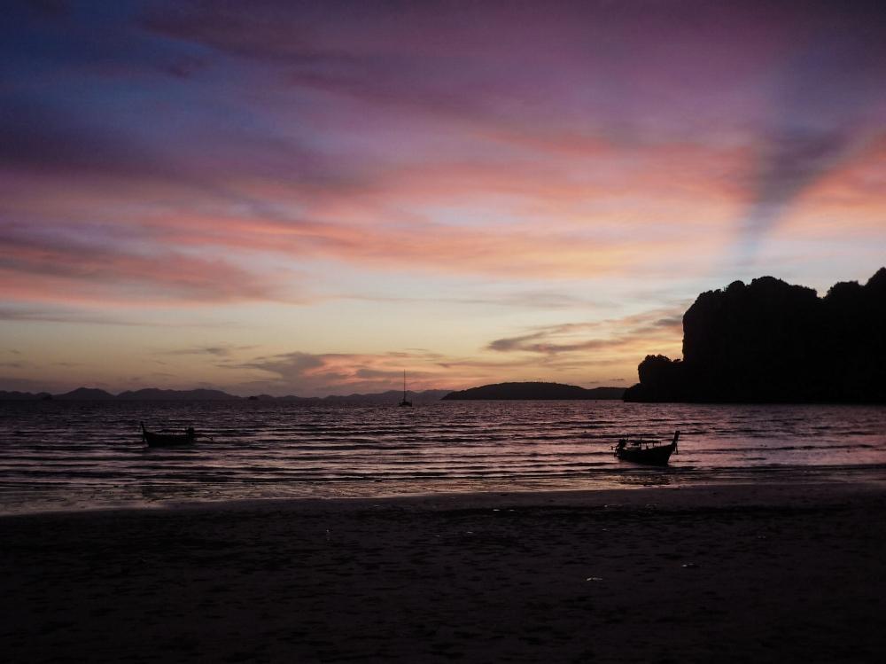 curio.trips.vietnam.sunset.jpg