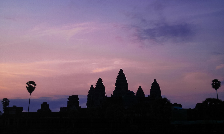 curio.trips.cambodia.siem.reap.angkor.wat.temple.sunrise.jpg