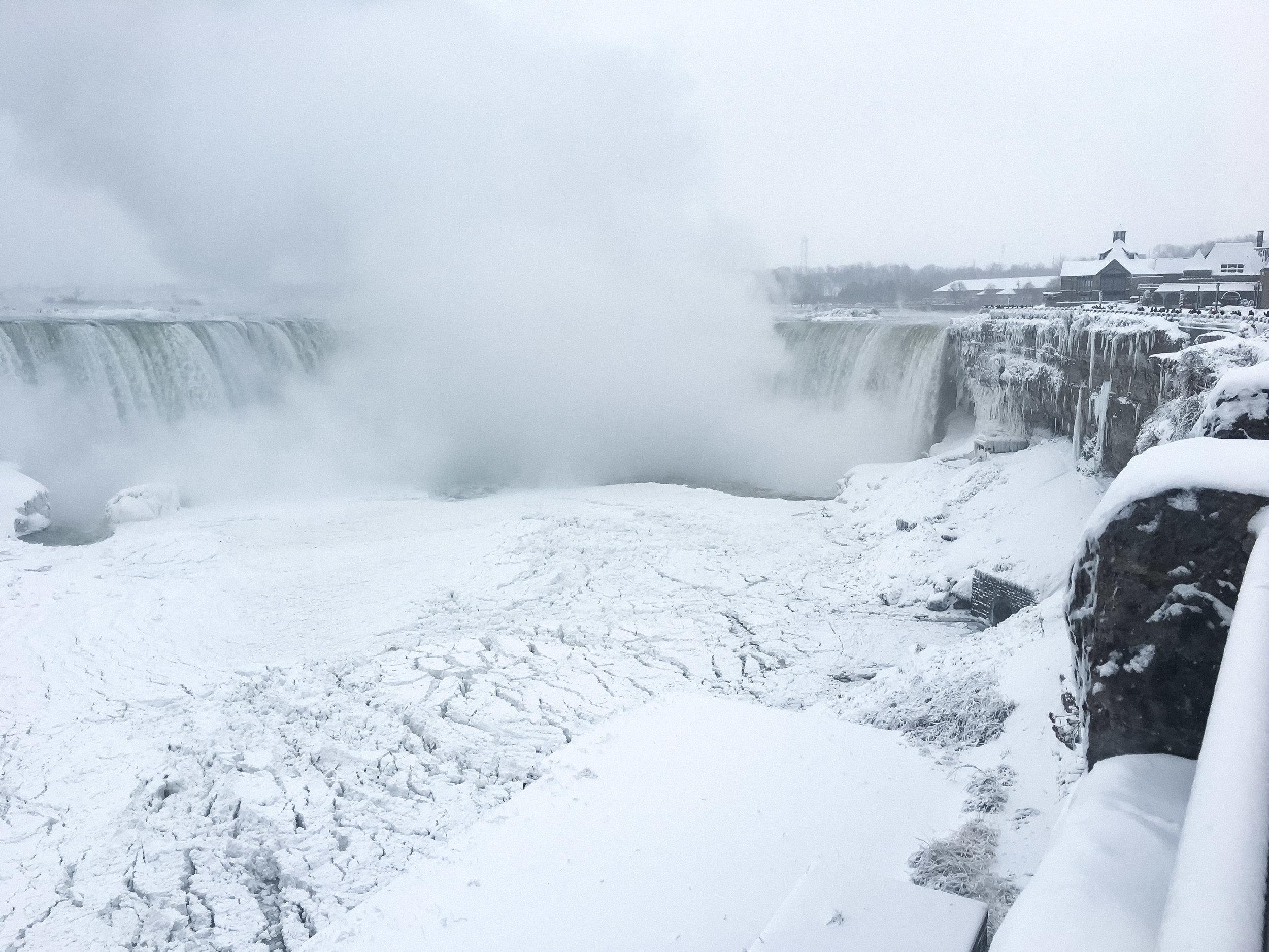curio.trips.canada.ontario.niagara.falls.frozen.landscape.jpg