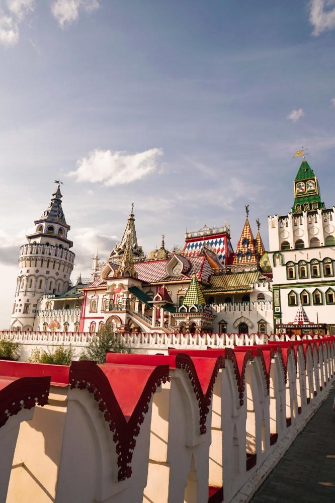 curio.trips.russia.moscow.kremlin.bridge.portrait.jpg