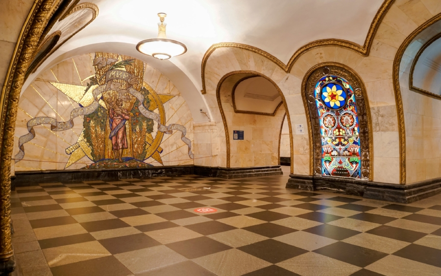 curio.trips.russia.moscow.arches.metro.station.landscape.jpg