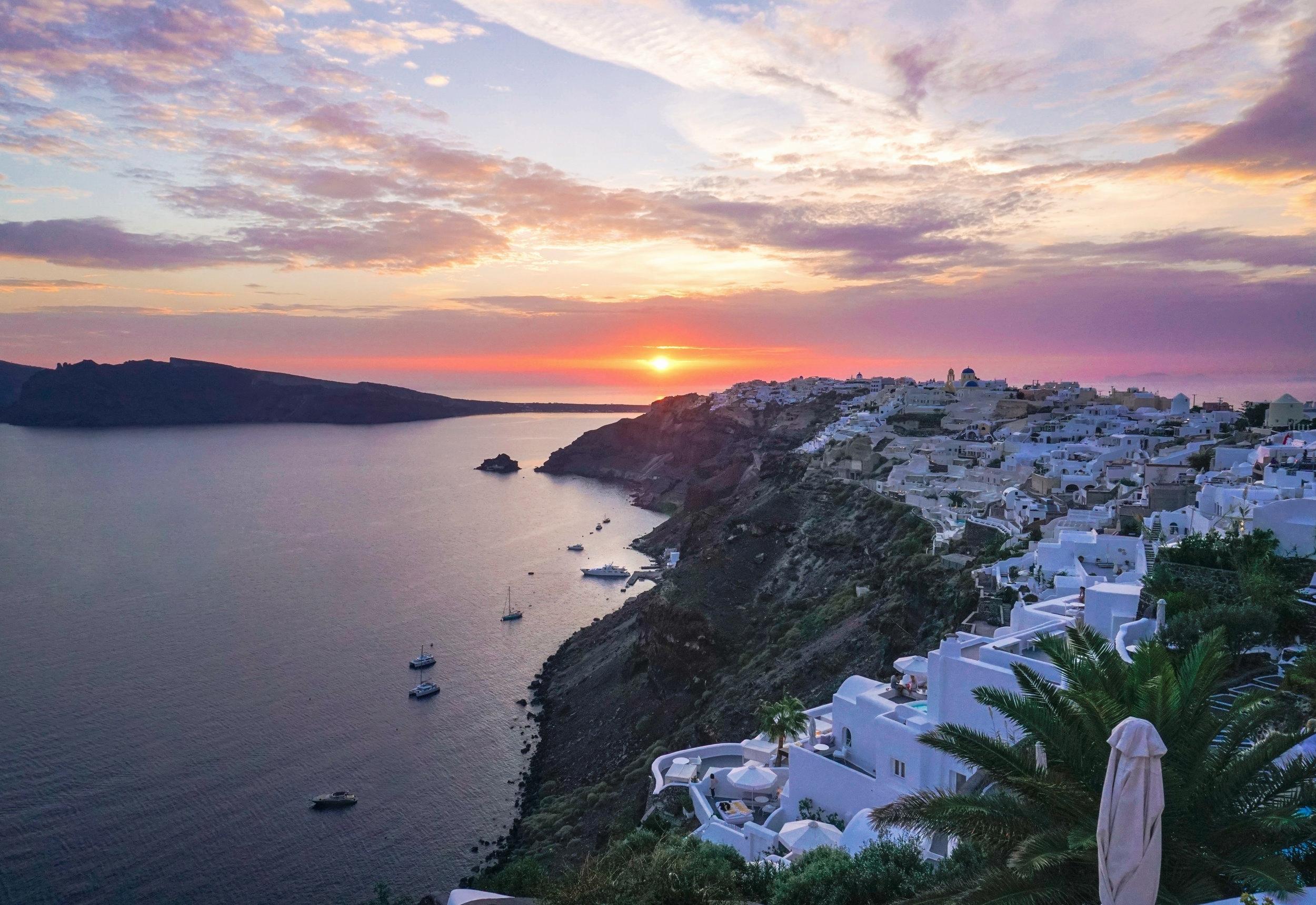 curio.trips.greece.santorini.hotel.sunset.landscape.jpg