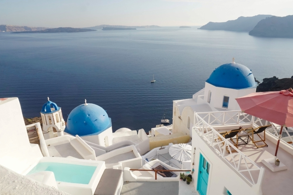curio.trips.greece.santorini.blue.churches.sea.landscape.jpg