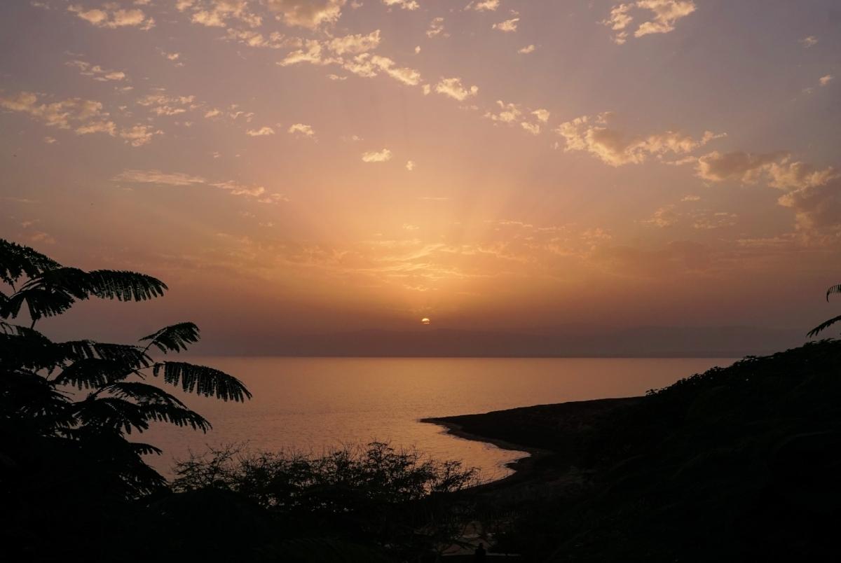 curio.trips.jordan.dead.sea.sunset.landscape.jpg