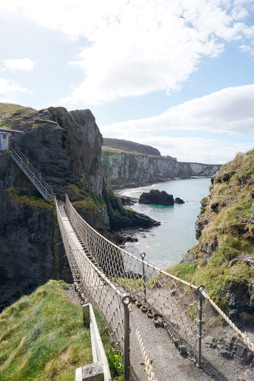 curio.trips.ireland.antrim.coast.carrick-a-rede.rope.bridge.jpg