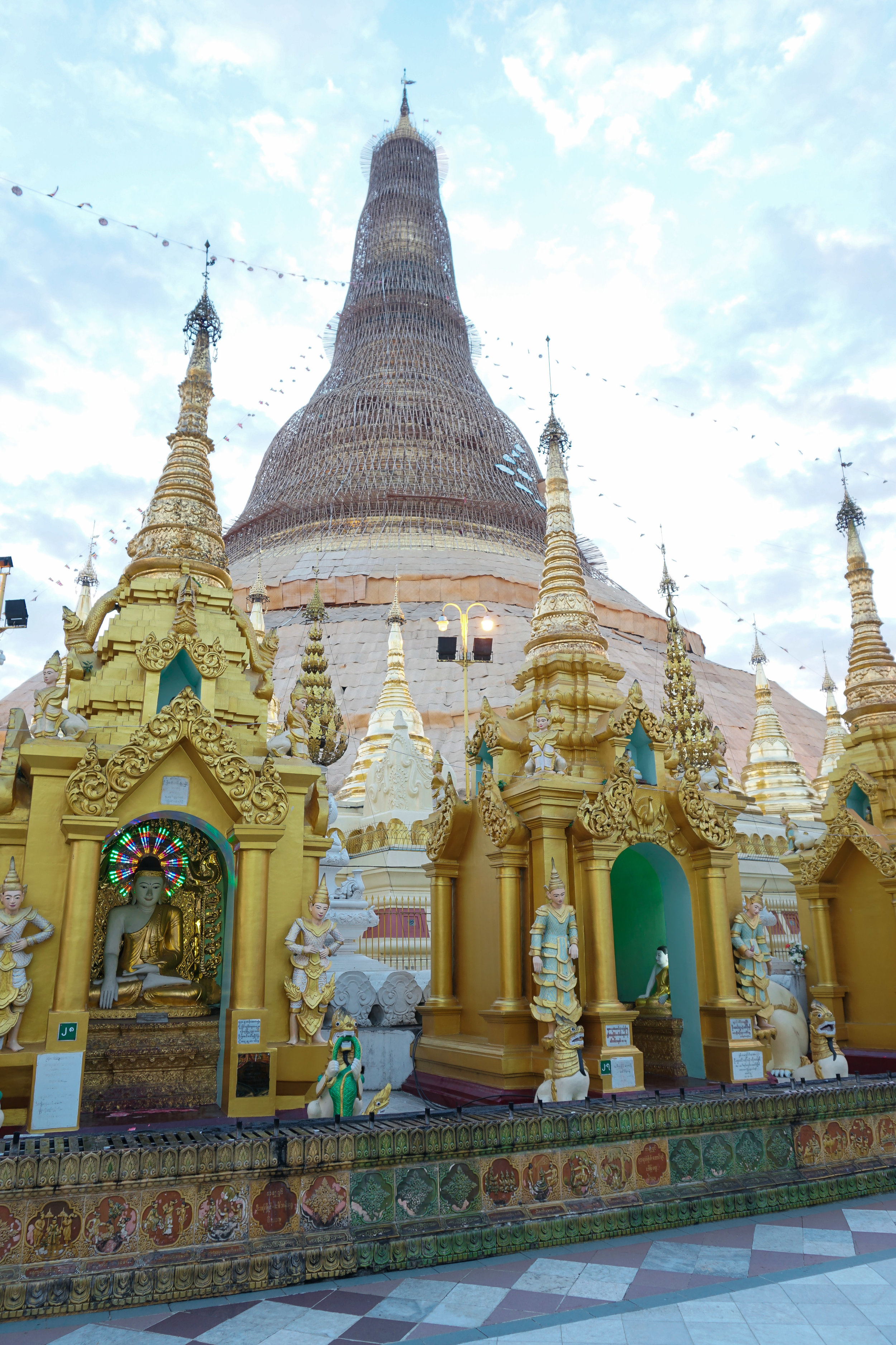 curio.trips.myanmar.yangon.pagoda.details.portrait.jpg