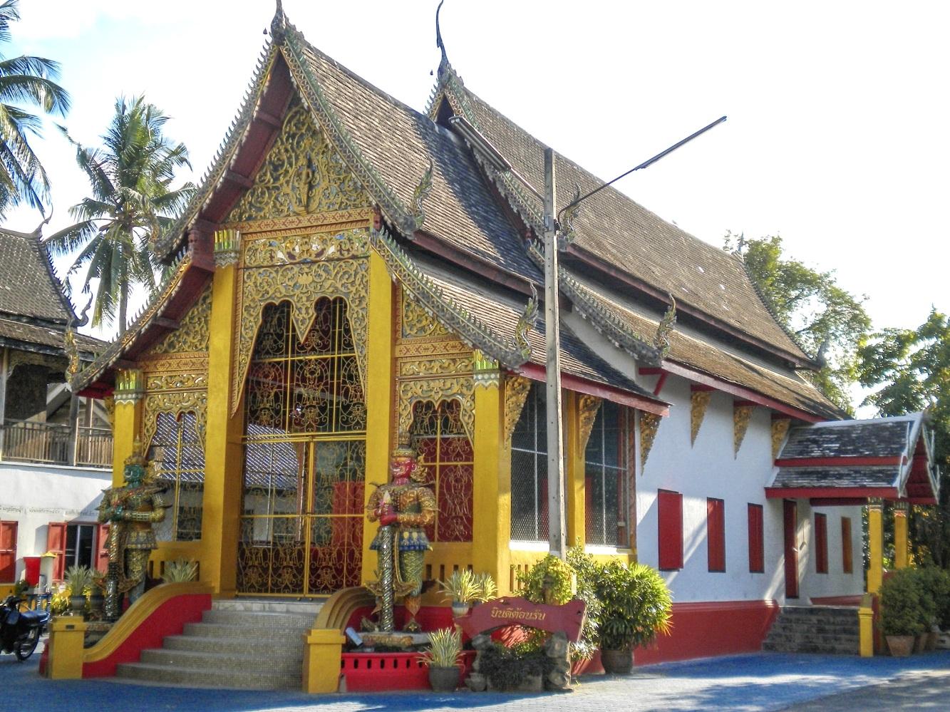curio.trips.thailand.chiang.mai.temple.jpg