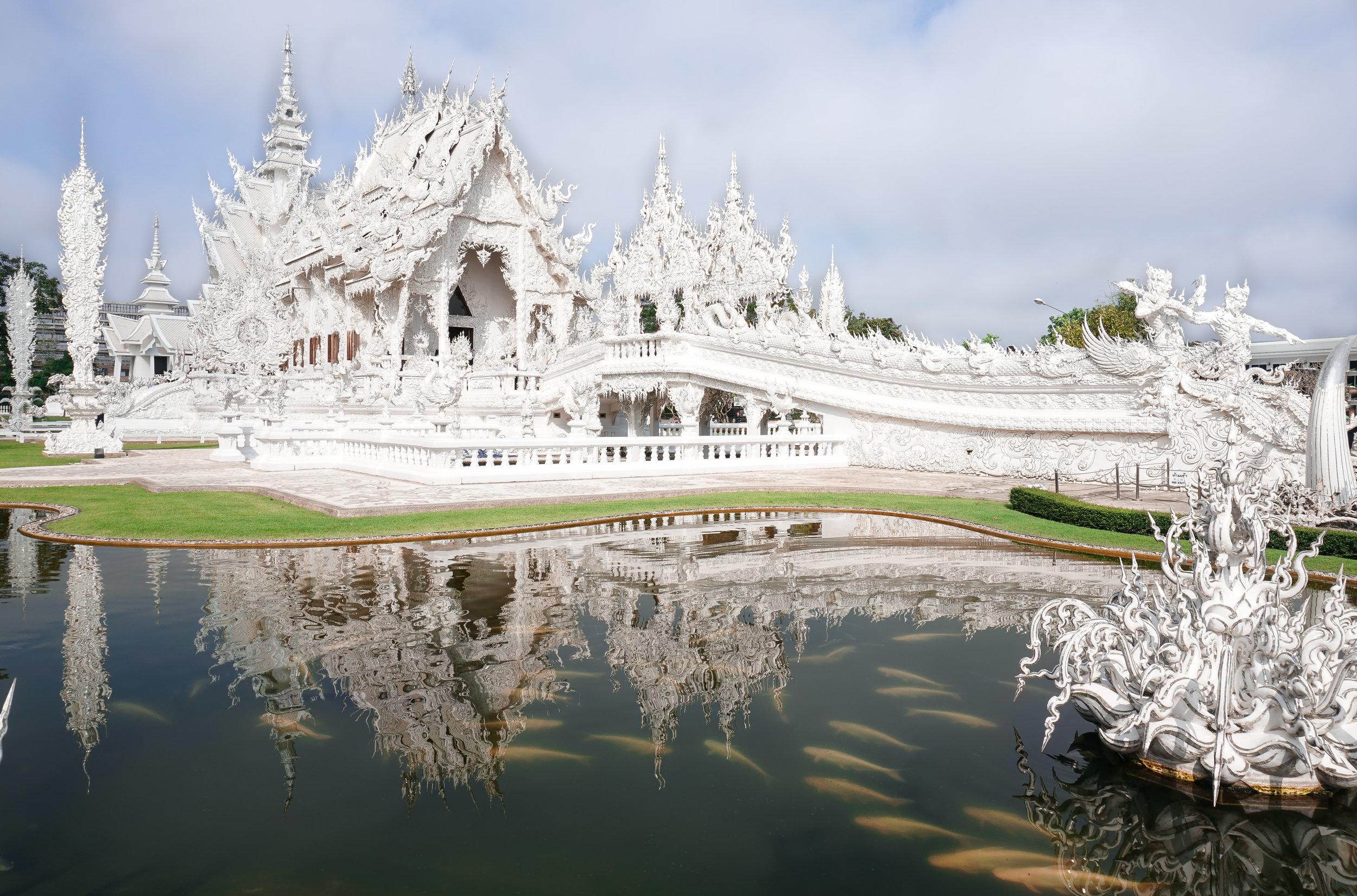 curio.trips.thailand.chiang.rai.white.temple.landscape-2.jpg