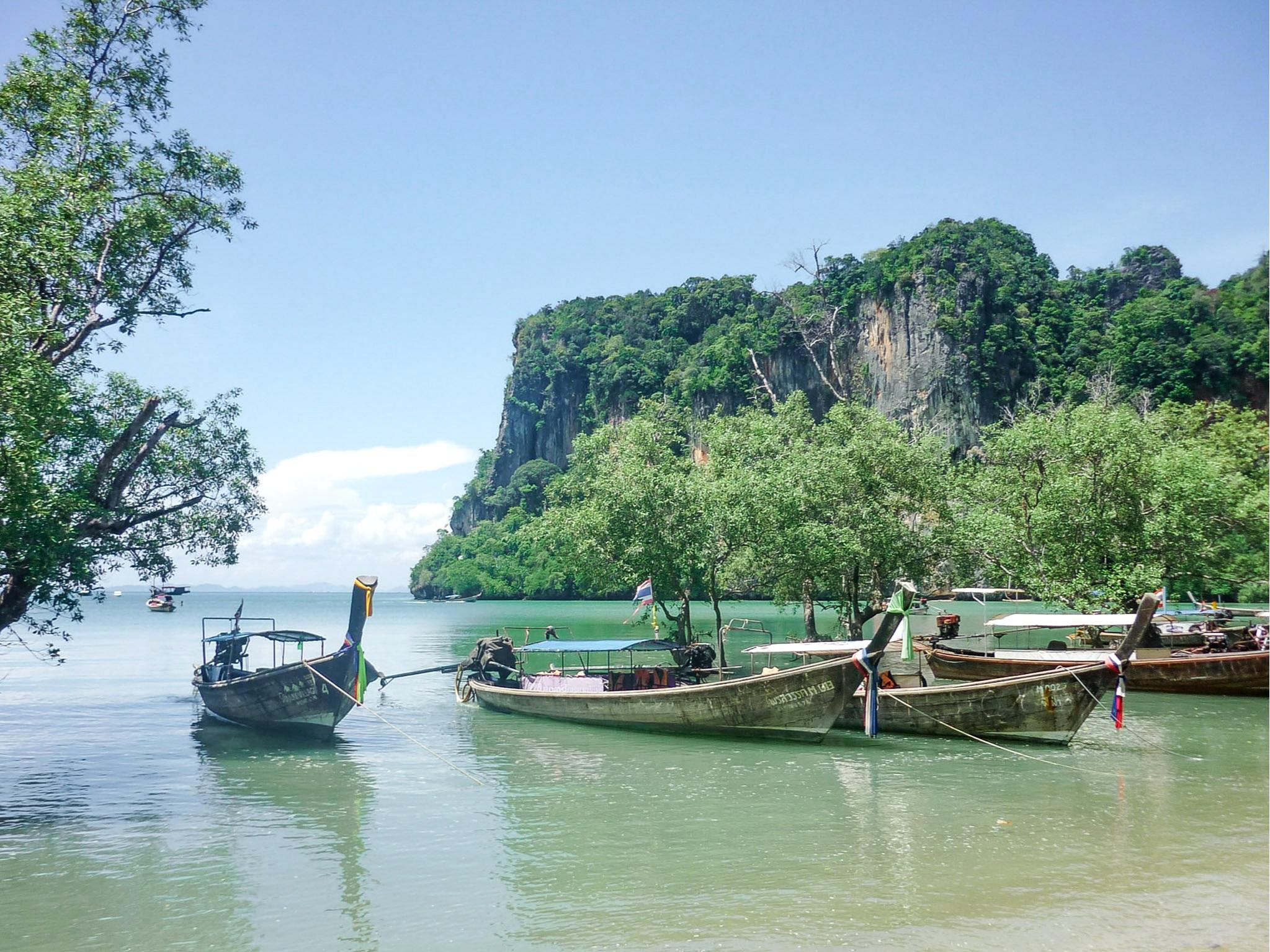 curio.trips.thailand.island.boats.beach.landscape.jpg