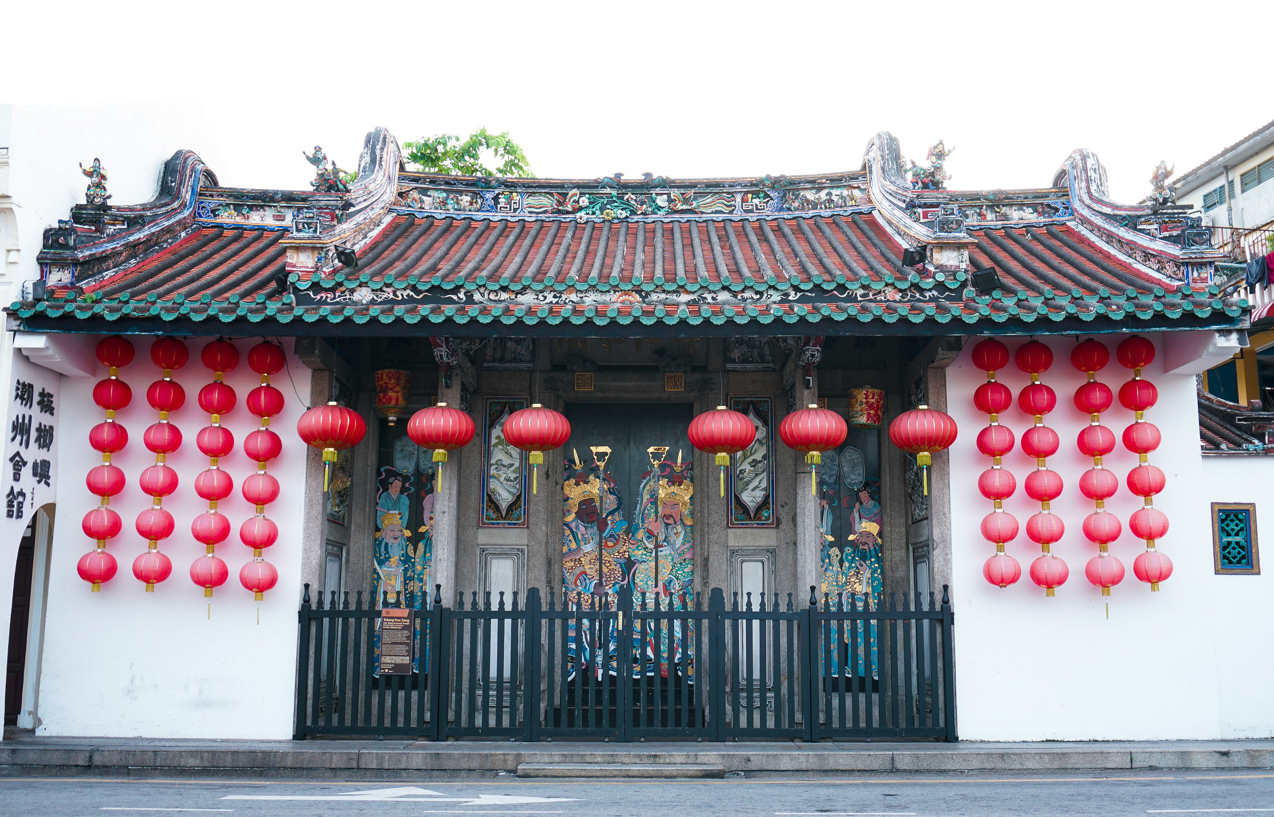 curio.trips.malaysia.penang.red.lantern.temple.landscape.jpg
