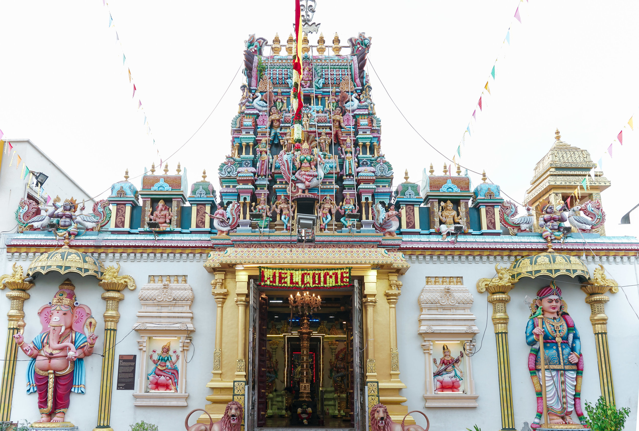 curio.trips.malaysia.penang.temple.colours.landscape.jpg