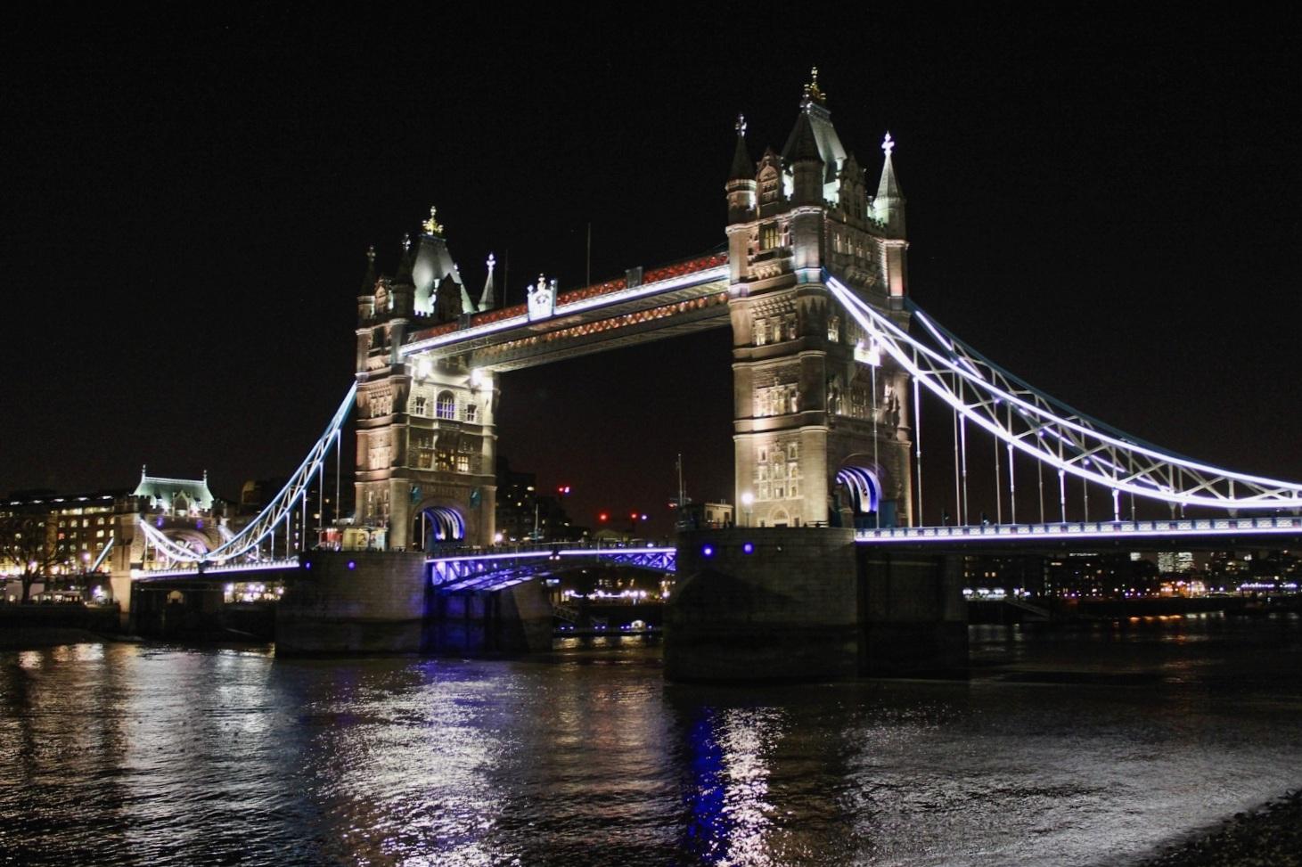 secret.honeymoons.tower.bridge.jpg
