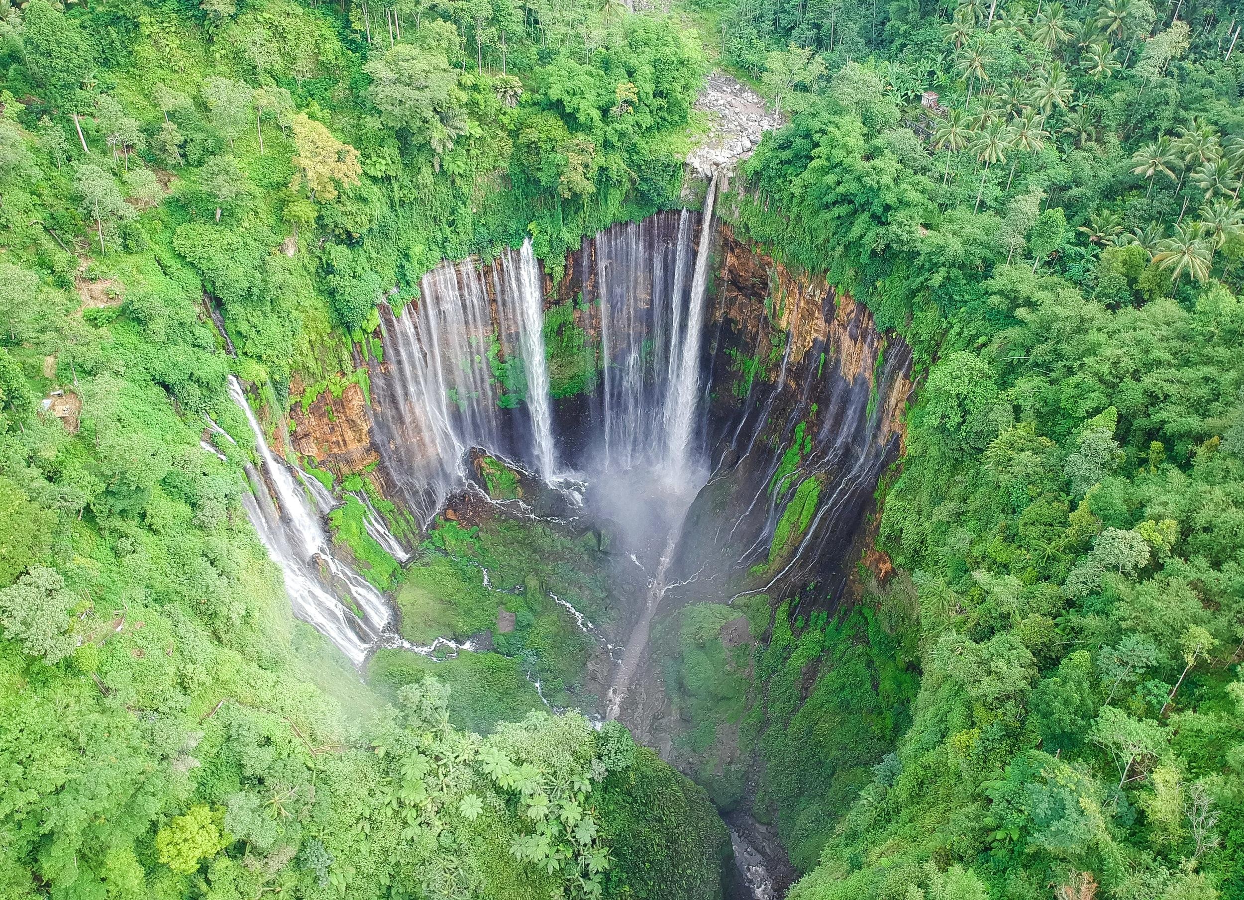 curio.trips.indonesia.java.waterfall.horseshoe.drone.jpg