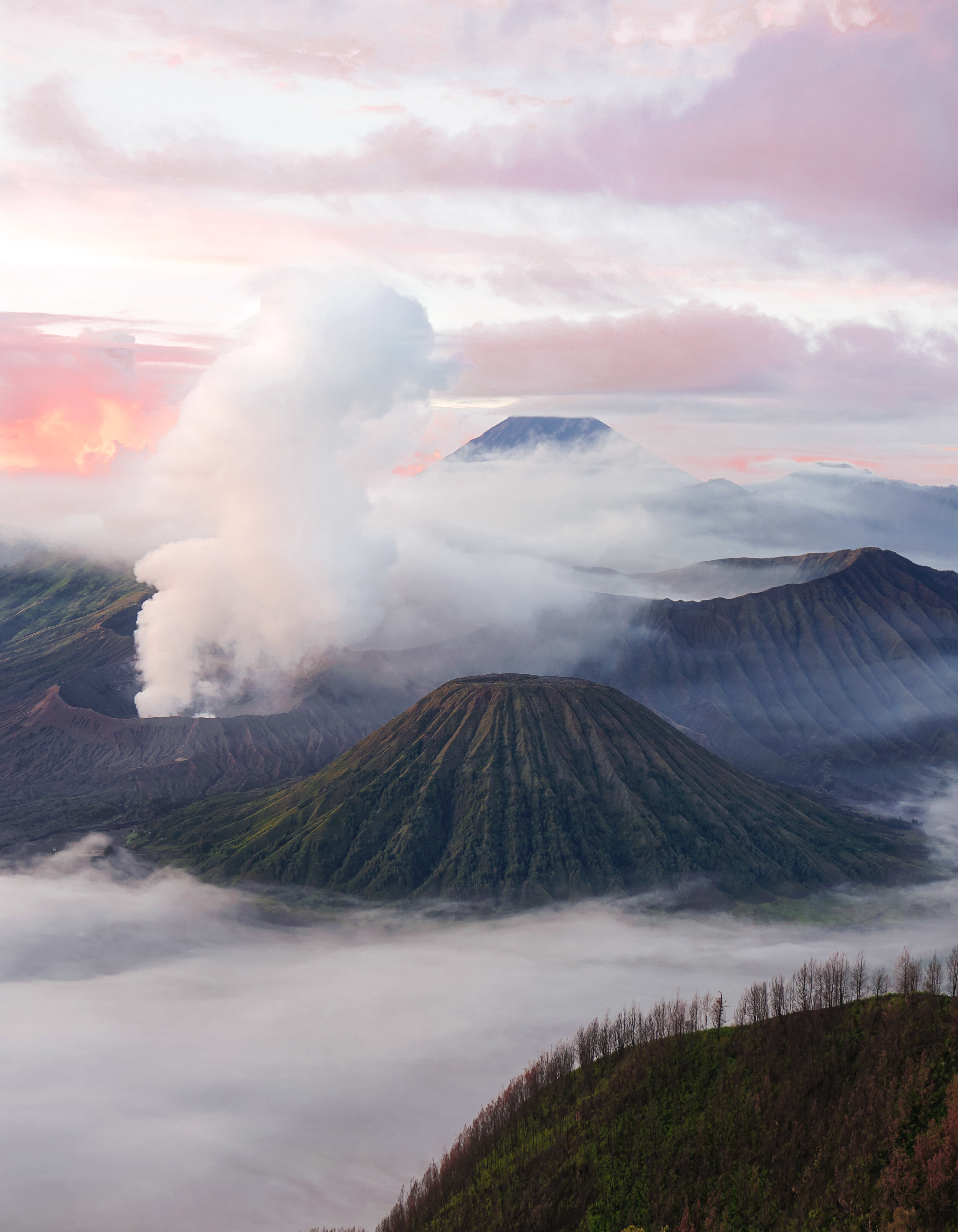 curio.trips.indonesia.java.bromo.sunrise.mist.portrait.jpg