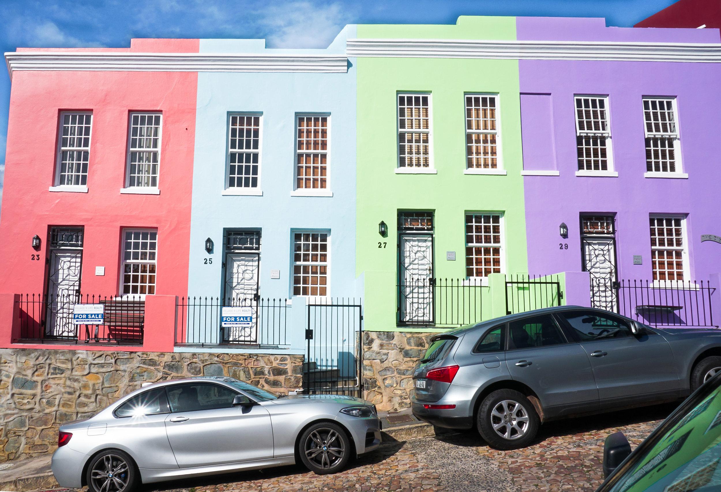 curio.trips.south.africa.cape.town.bo.kaap.colourful.row.houses.landscape-2.jpg