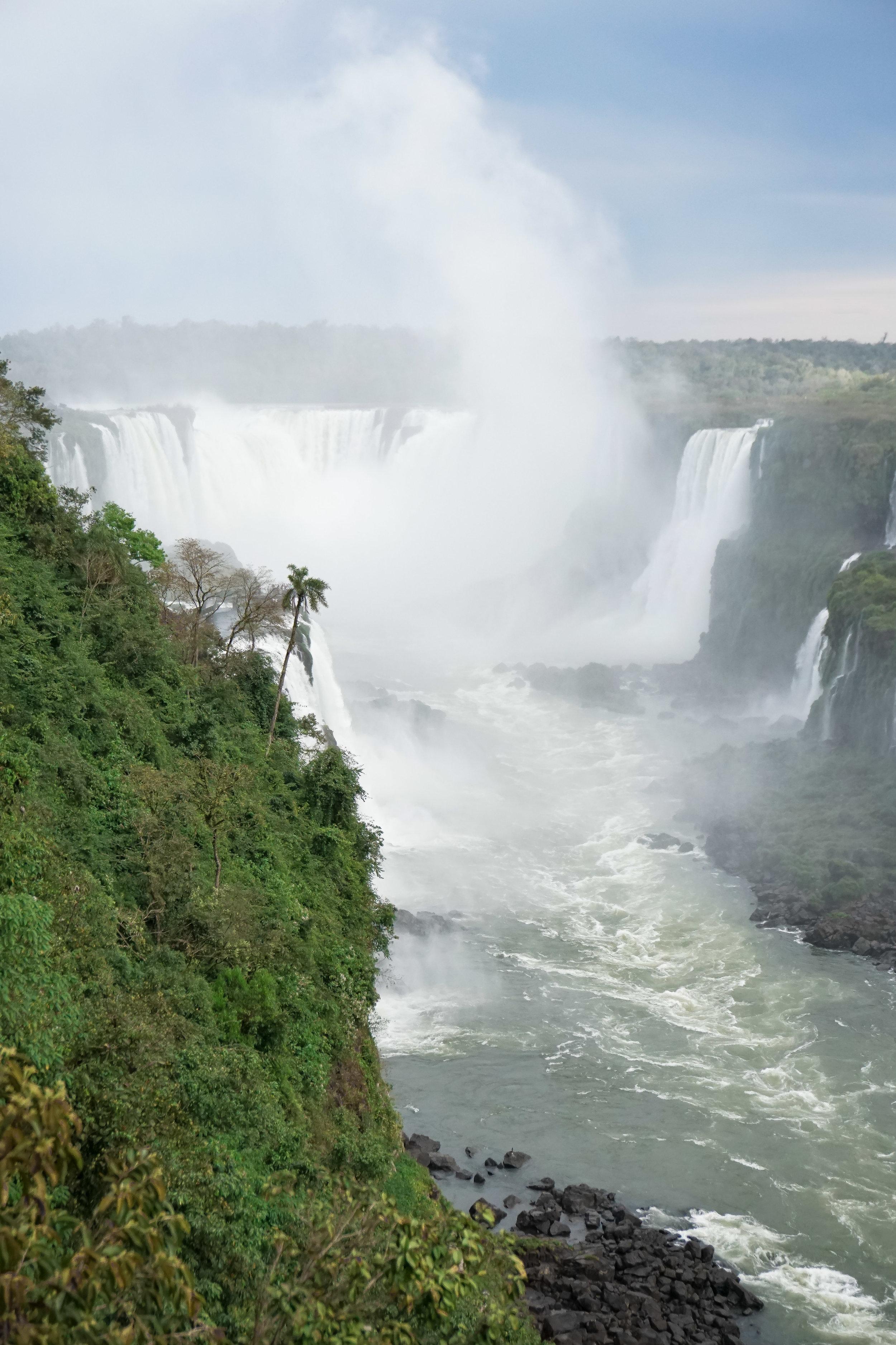 curio.trips.brazil.iguassu.falls.waterfall.devils.throat.portrait.jpg