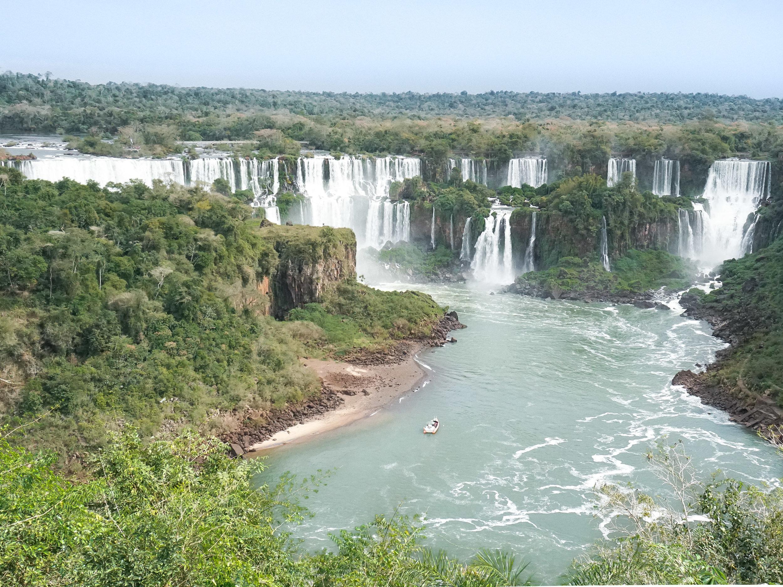 curio.trips.brazil.iguassu.falls.waterfall.view.landscape-2.jpg
