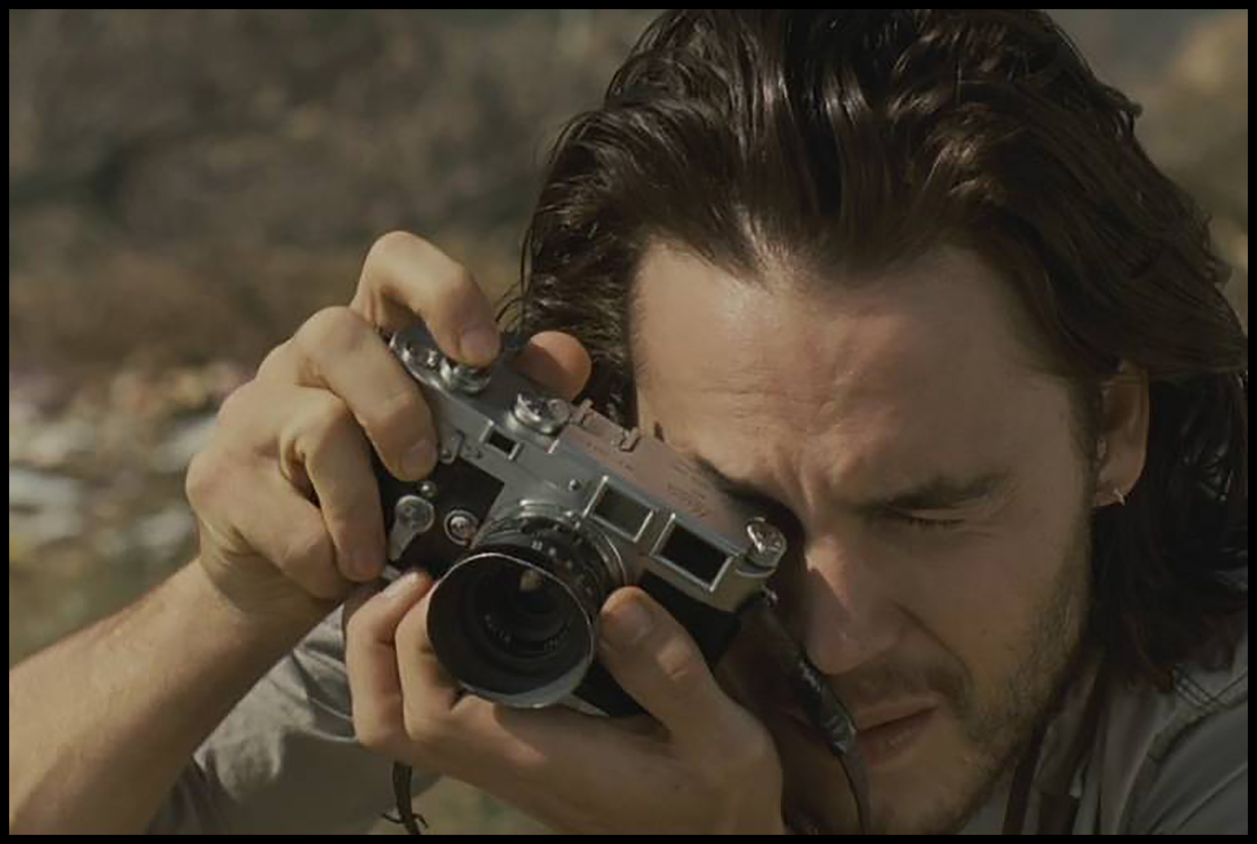 Taylor kitsch using a Leica M3 in the Movie : Bang Bang club