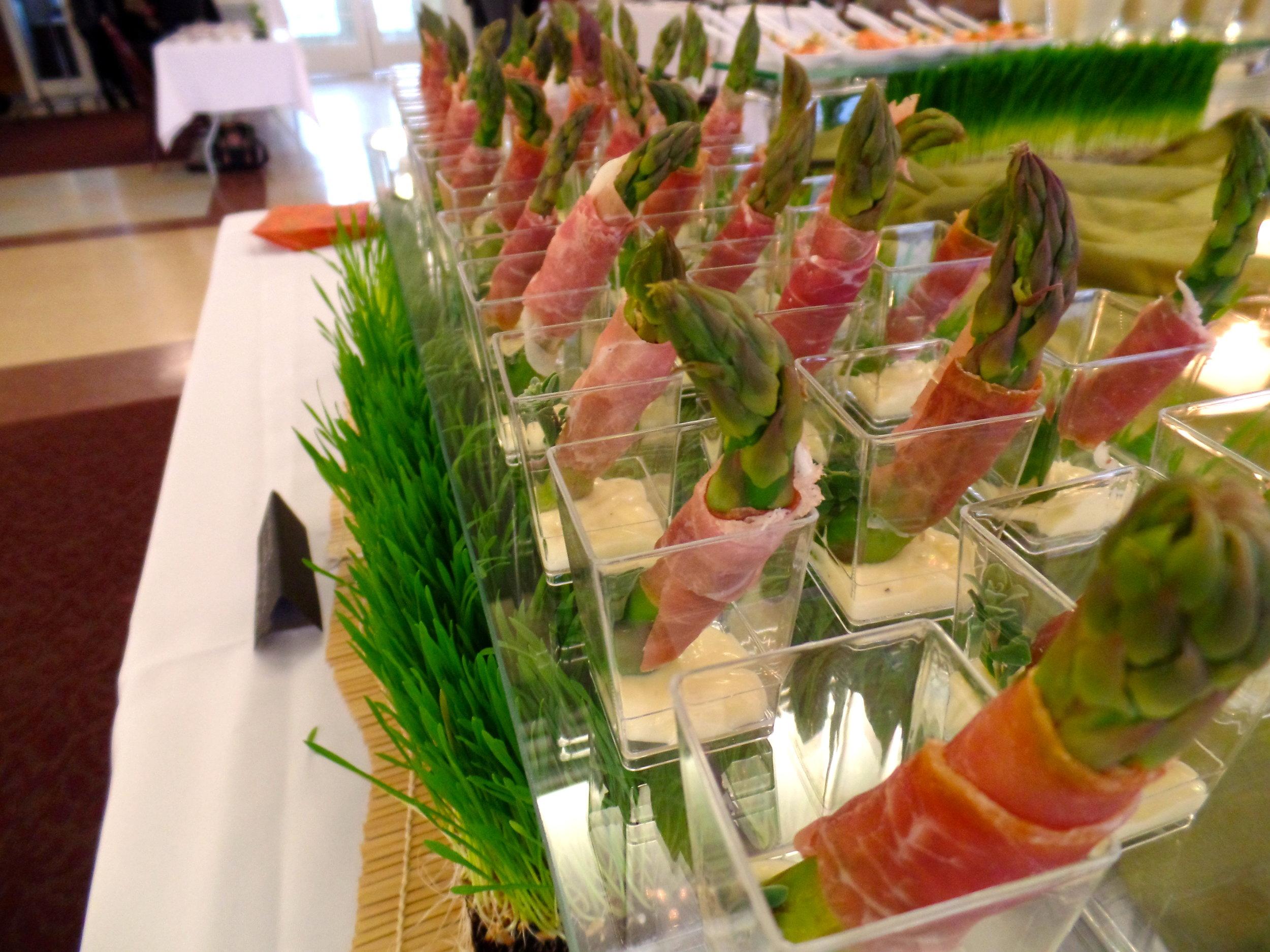 Asparagus & Prosciutto w Garlic Aioli