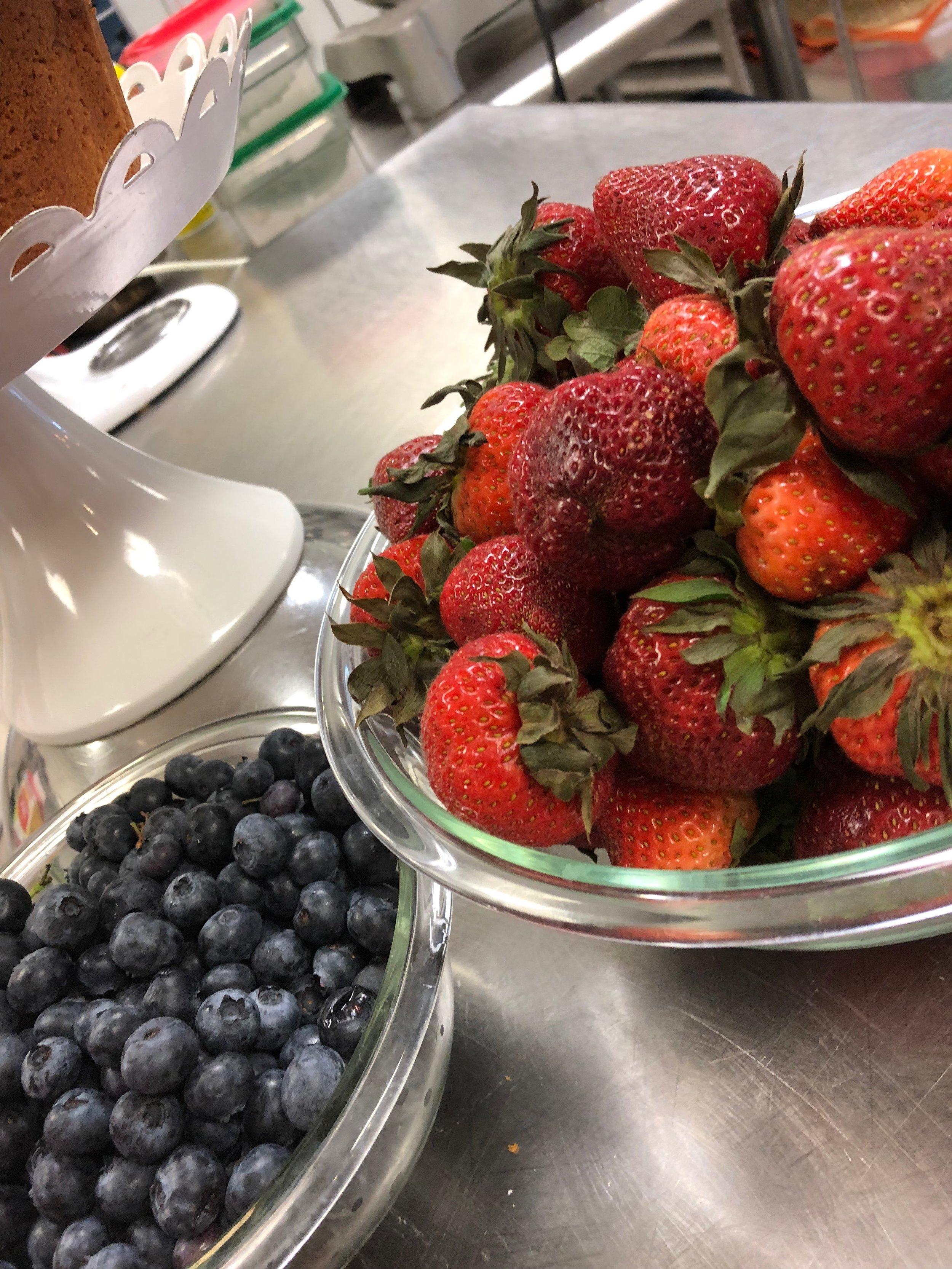 Fresh fruit - Fresh blueberries and strawberries