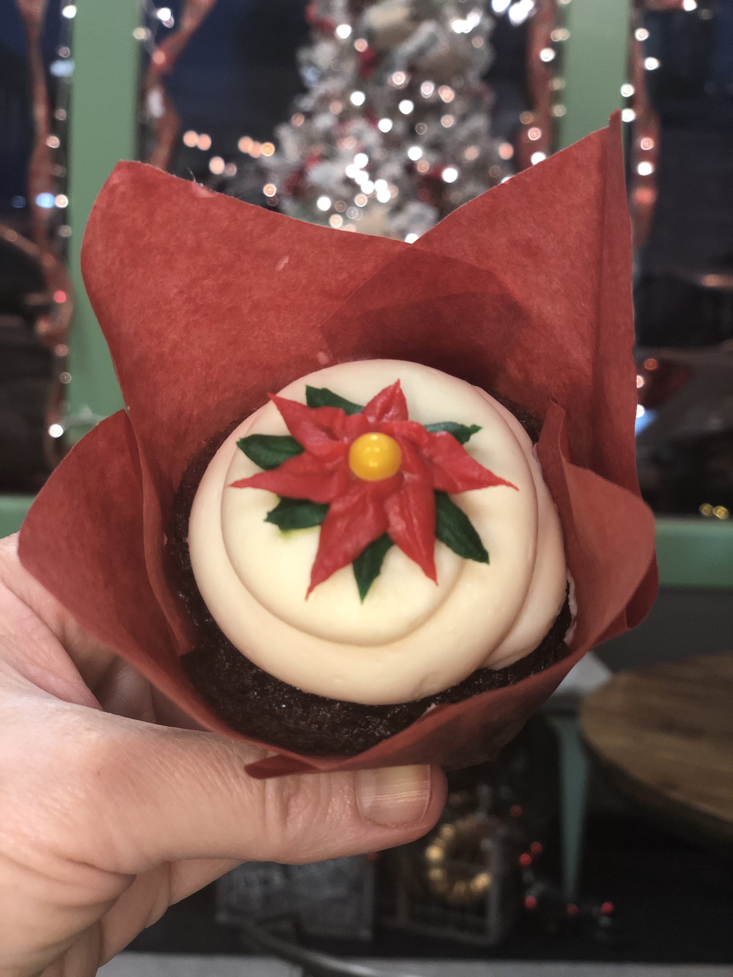 poinsettia cupcake.jpg