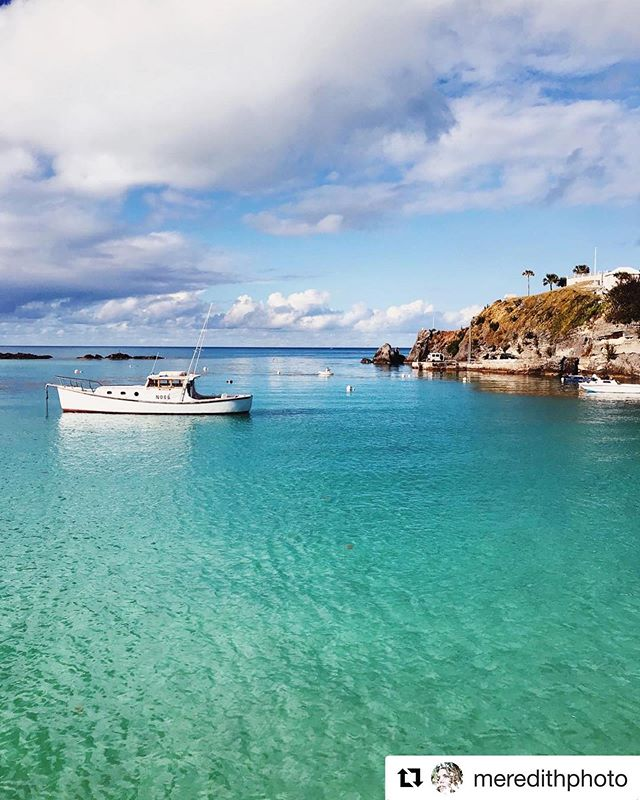 We've been SPOTTED by @meredithphoto! It's a beautiful day in Bermuda! Let's go fishin'! Photo By: @meredithphoto