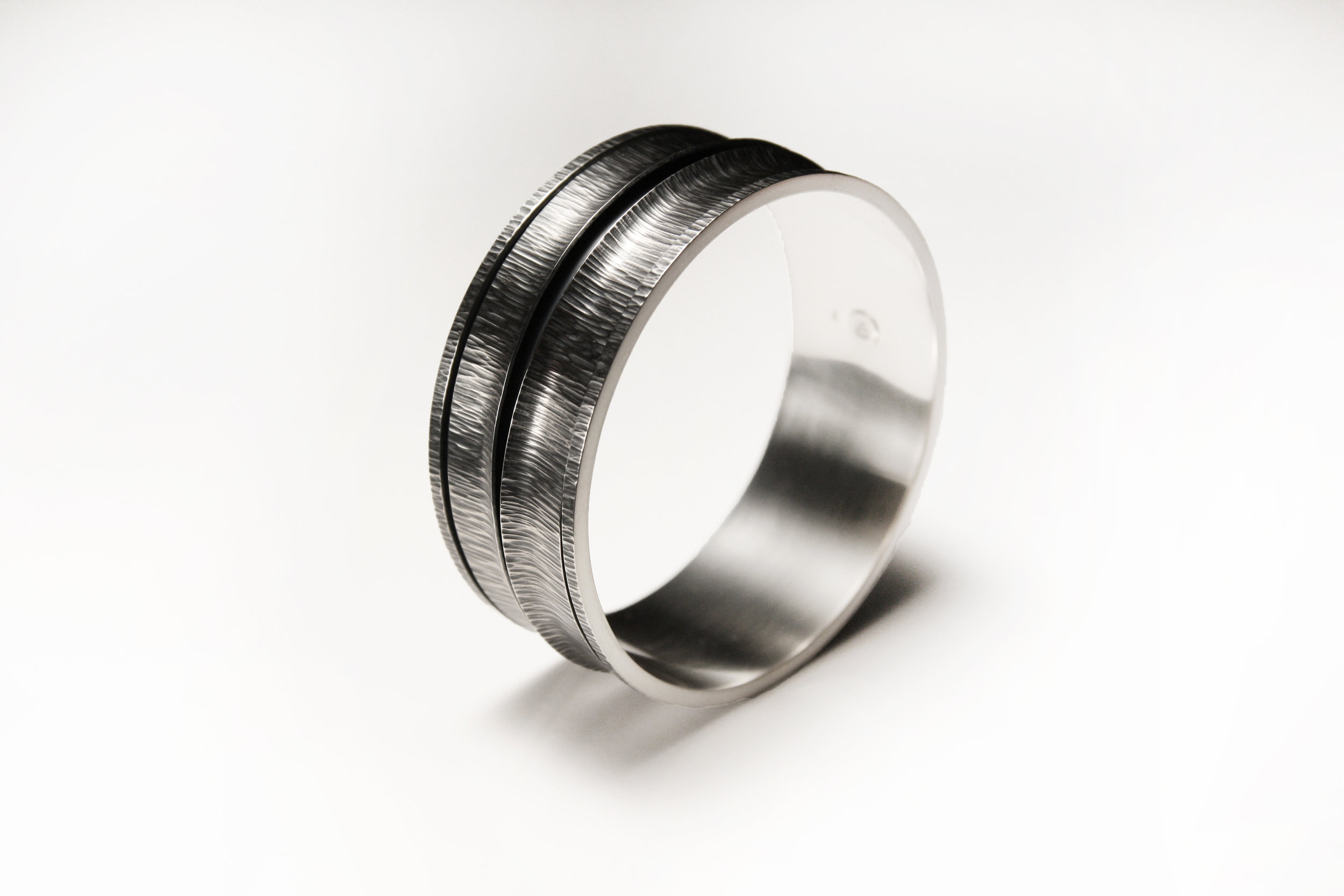 medium_revolving_bracelet_2_light.jpg