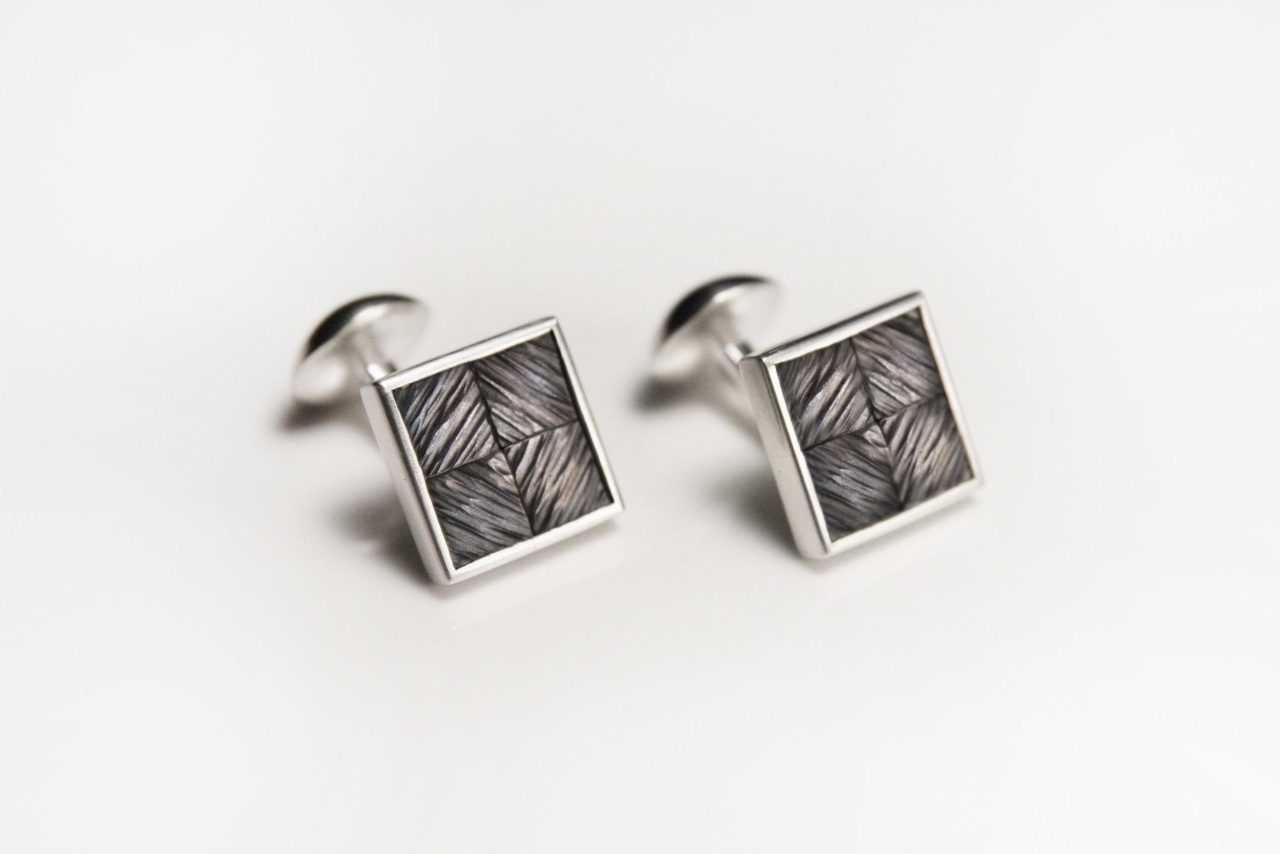 Diamond_herringbone_cufflinks_1_light.jpg