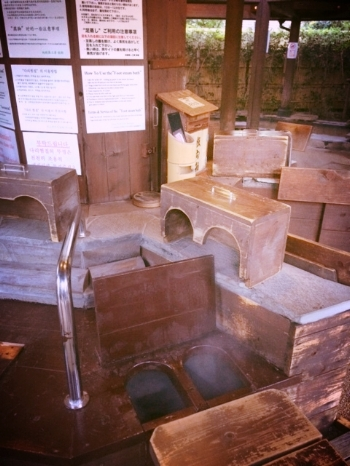 This onsen uses the steam from the springs to create foot steamers!  Warm your feet!