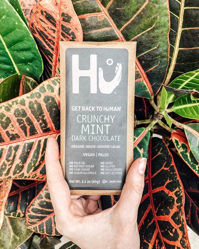 "5 Healthiest Chocolate Bars for your Valentine💕  What makes a chocolate bar ""healthy""? •Real food •Minimal ingredients •Ethically sourced •No artificial sweeteners, preservatives or lecithins •The way it should be!  @hukitchen @honeymamas @loving_earth @eatingevolved @foursigmatic  Where to find these? No worries, I gotchu. Click the link in my bio, which takes you straight to my bloggy blog. There you will find the lost of bars with detailed descriptions as to why they made it on the list.  If you're going to indulge, do so wisely💕 Xoxo! **margaretmatheny.com**"