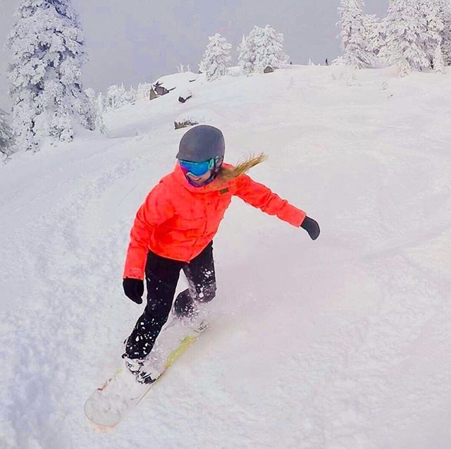 Winter is coming! What are you most excited about this coming snow season? @daniellenboyd is really excited to shred some POW! * * * * 📸@physio_julie  #thebalancedcollective #tbcmobilehealth #balancedaf #vancityhealth #vancityhype #justmove #vancity #vancouverwellness #vancouverfitness #vancouvermobilehealth #vancouver #physiotherapy #physicaltherapy #yvr #yvrmovement #vancouvermovement #vancouverphysio #vancouverhealth #vancitybuzz #mobilephysio #vancouvermobilehealth #mobilehealth #vancouvermobilephysio #personaltrainer #healing #ehfvancouver #wellness #personaltraining