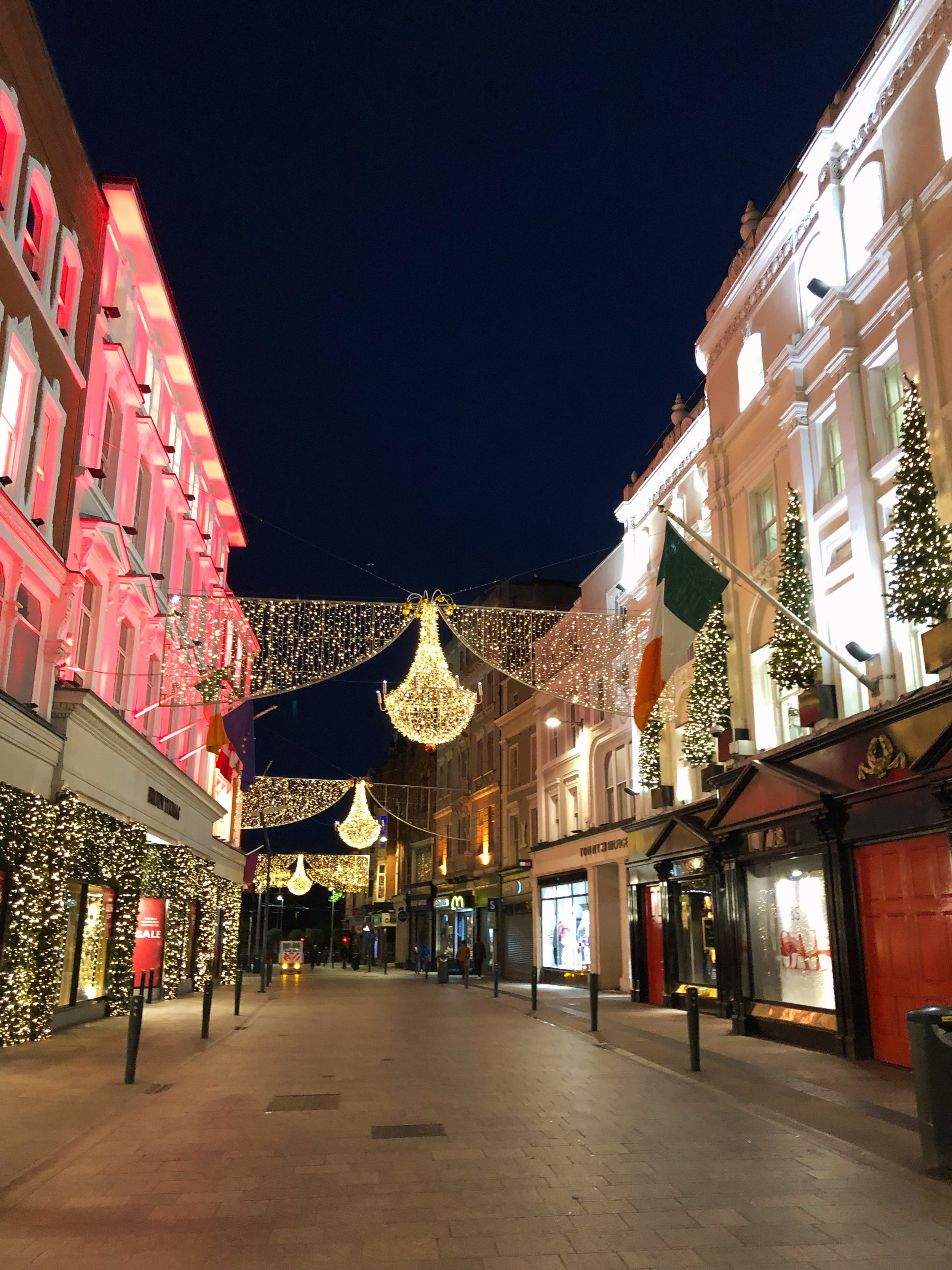 The Christmas decorations that line Grafton street