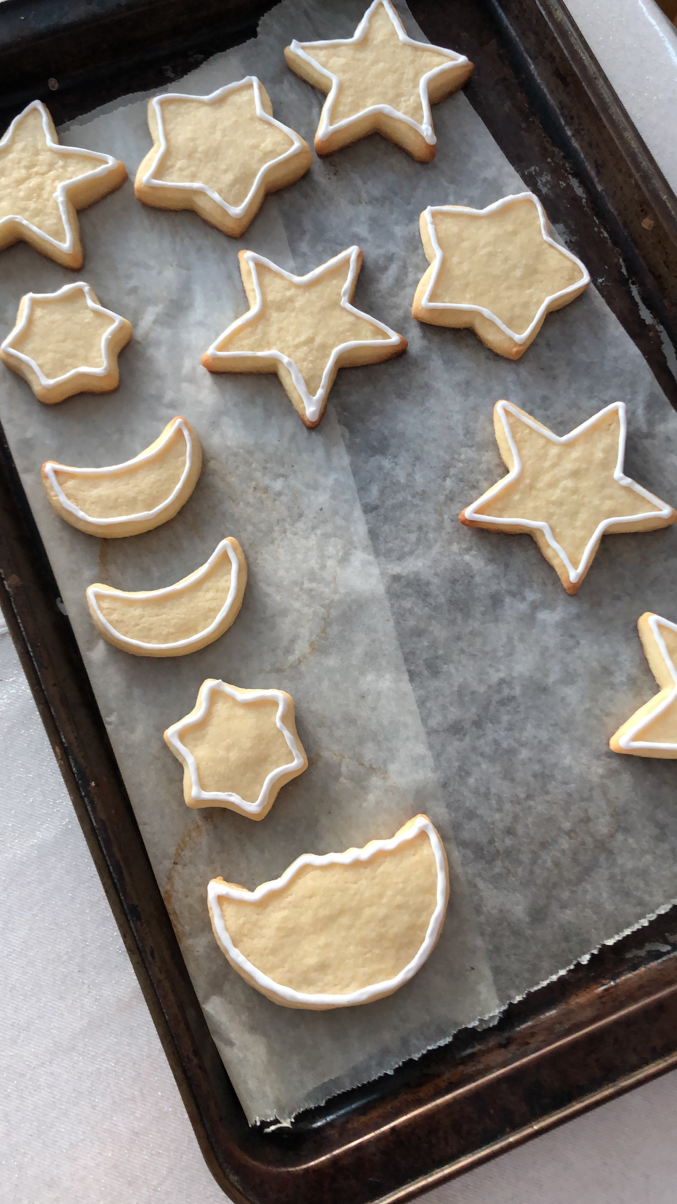 Outlining each and every cookie before flooding them