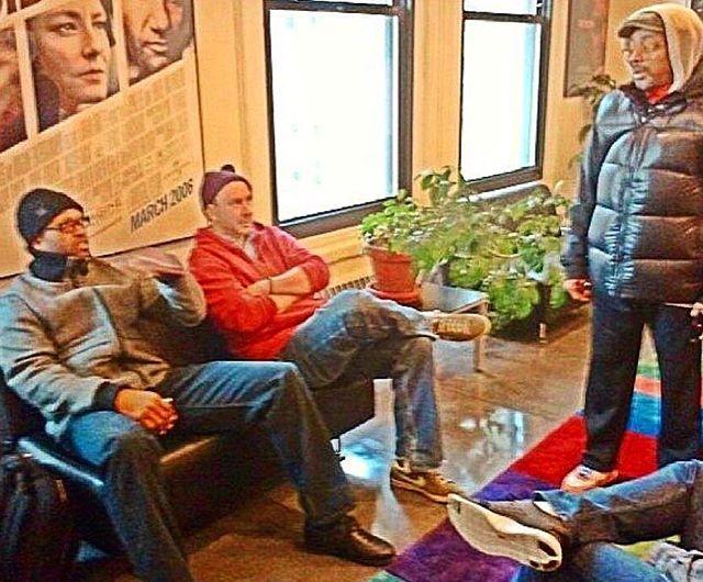 A little Monday Oscar bandwagon jump to a half decade back, when I spoke @nfl bootcamp & debated off-season transactions w/ Spike Lee & Torry Holt. Thanks @jeffrabhan / @clivedavisinst for this memory! #spikelee #oscarwinner #torryholt #halloffameworthy #nyu