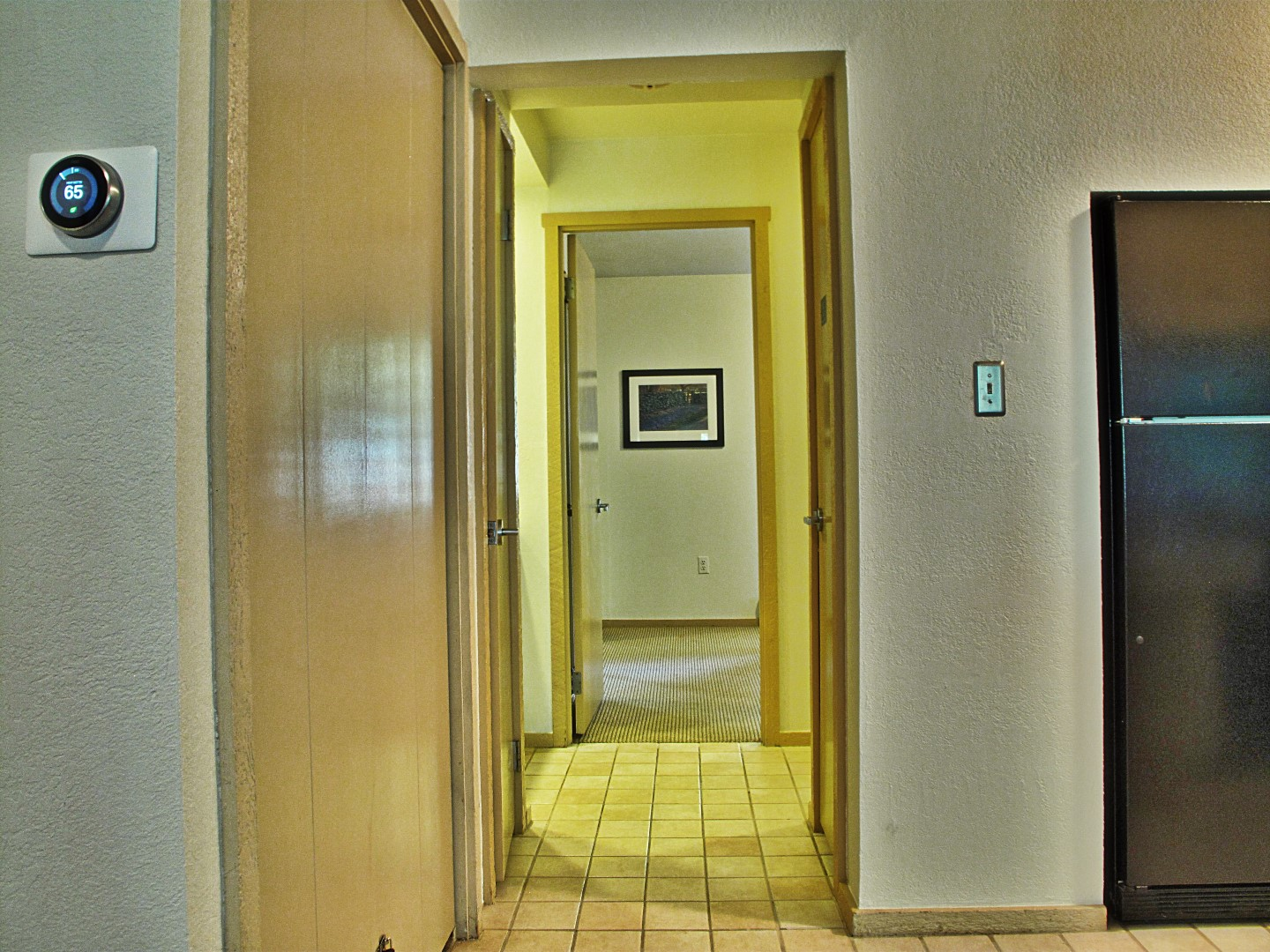 hallwaytobedroom (Large).jpg