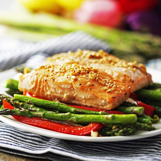 Sheet Pan Baked Salmon with Asparagus and Peppers is a simple and healthy option for the perfect weekday meal. . Want the recipe? Click @yay_for_food for the blog link or copy and paste:  https://www.yayforfood.com/recipes/sheet-pan-baked-salmon-asparagus . . . #yayforfood #ontheblog #foodblogger #f52grams #salmon #hautecuisines #comfortfood #foodstagram ##healthyrecipes #eatingfortheinsta #trymyrecipe  #eatingallthetime #hungry #comfortfood #foodgawker #buzzfeedfood #thefeedfeed #onmytable #thekitchn #easydinners #tastingtable #heresmyfood #yahoofood #foodphotography #folkyeah #eeeeeats #huffposttaste #beautifulcuisines