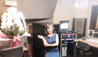 祝!スタジオ改装!新潟放送さんから、胡蝶蘭が届いていました。気持ちアガりますね。感謝♡