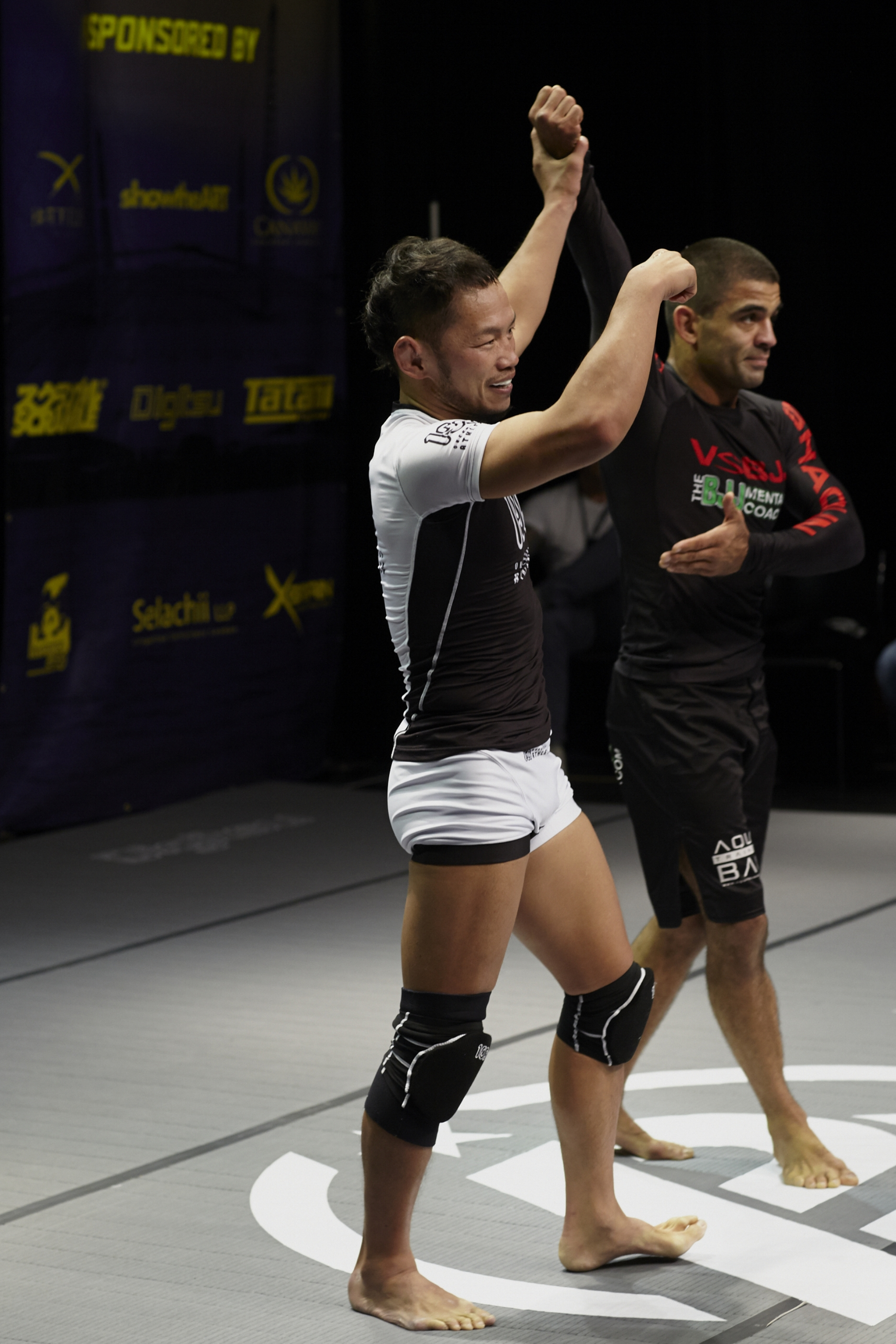 Uno recovered quickly to raise Ribeiro's hand; a tough guy and a sportsman. Photo by Andrew Jackson.