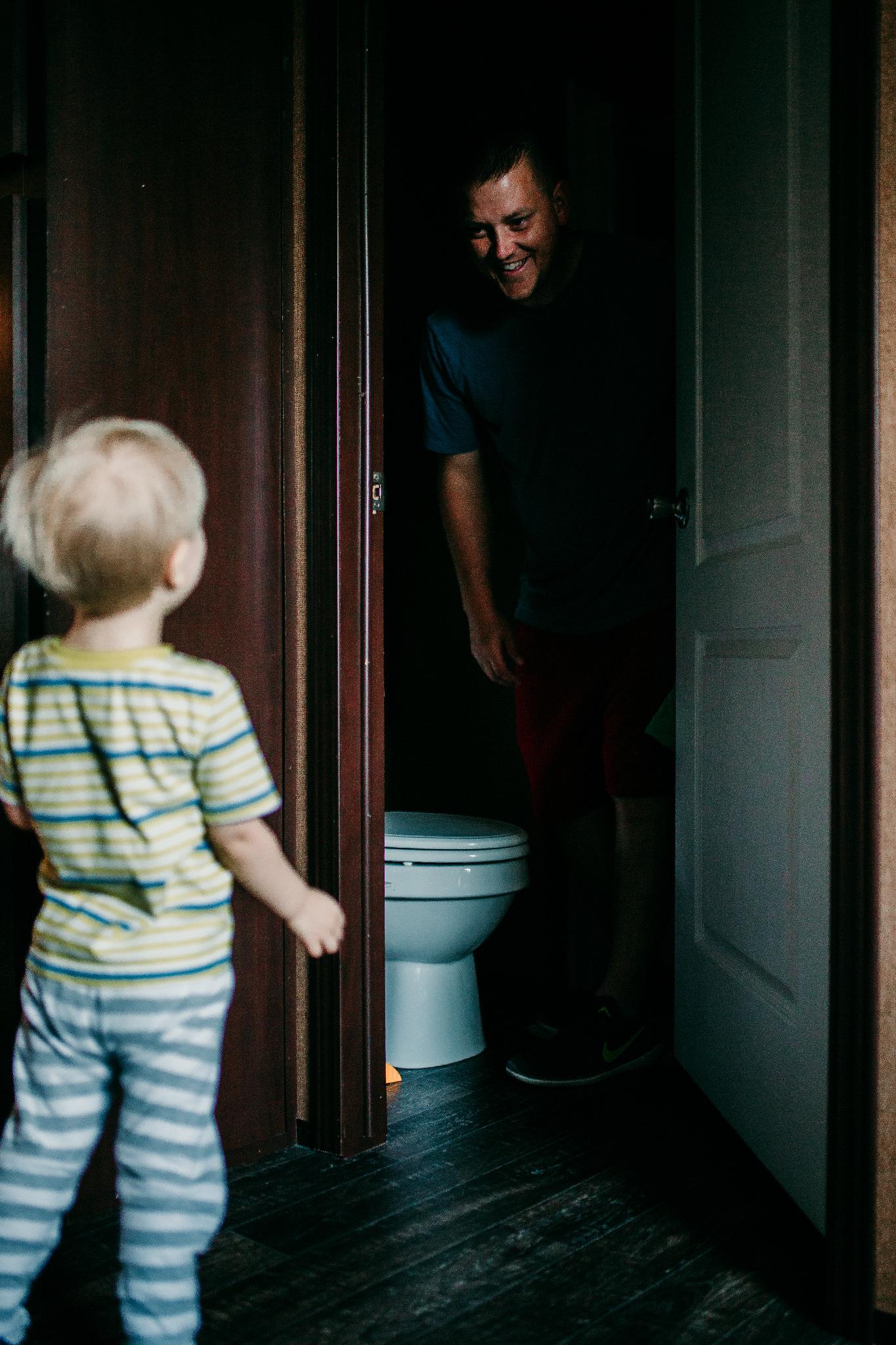 Good Dads play peek-a-boo