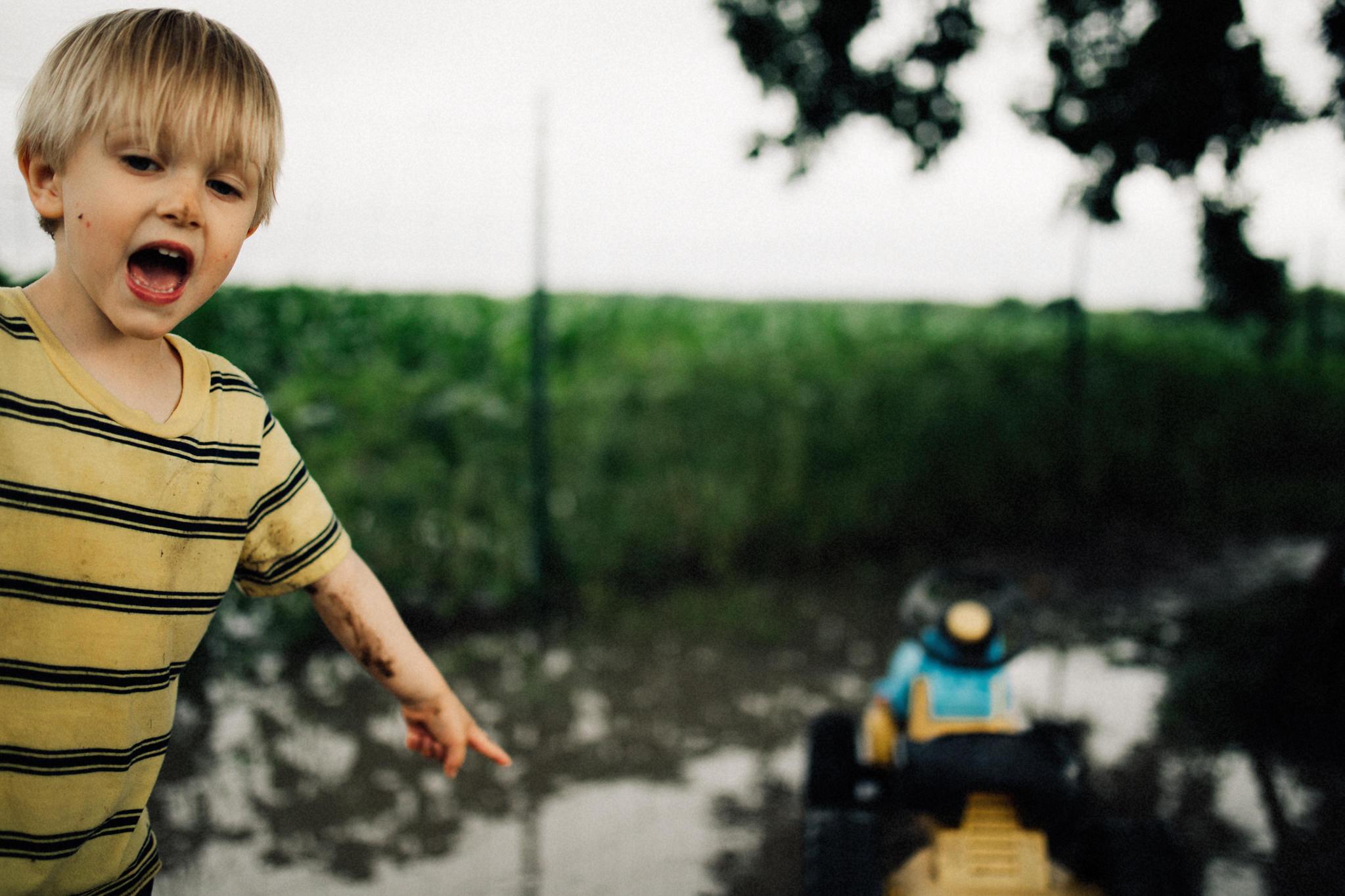 muddy-spring-day-rural-life-photography01.jpg