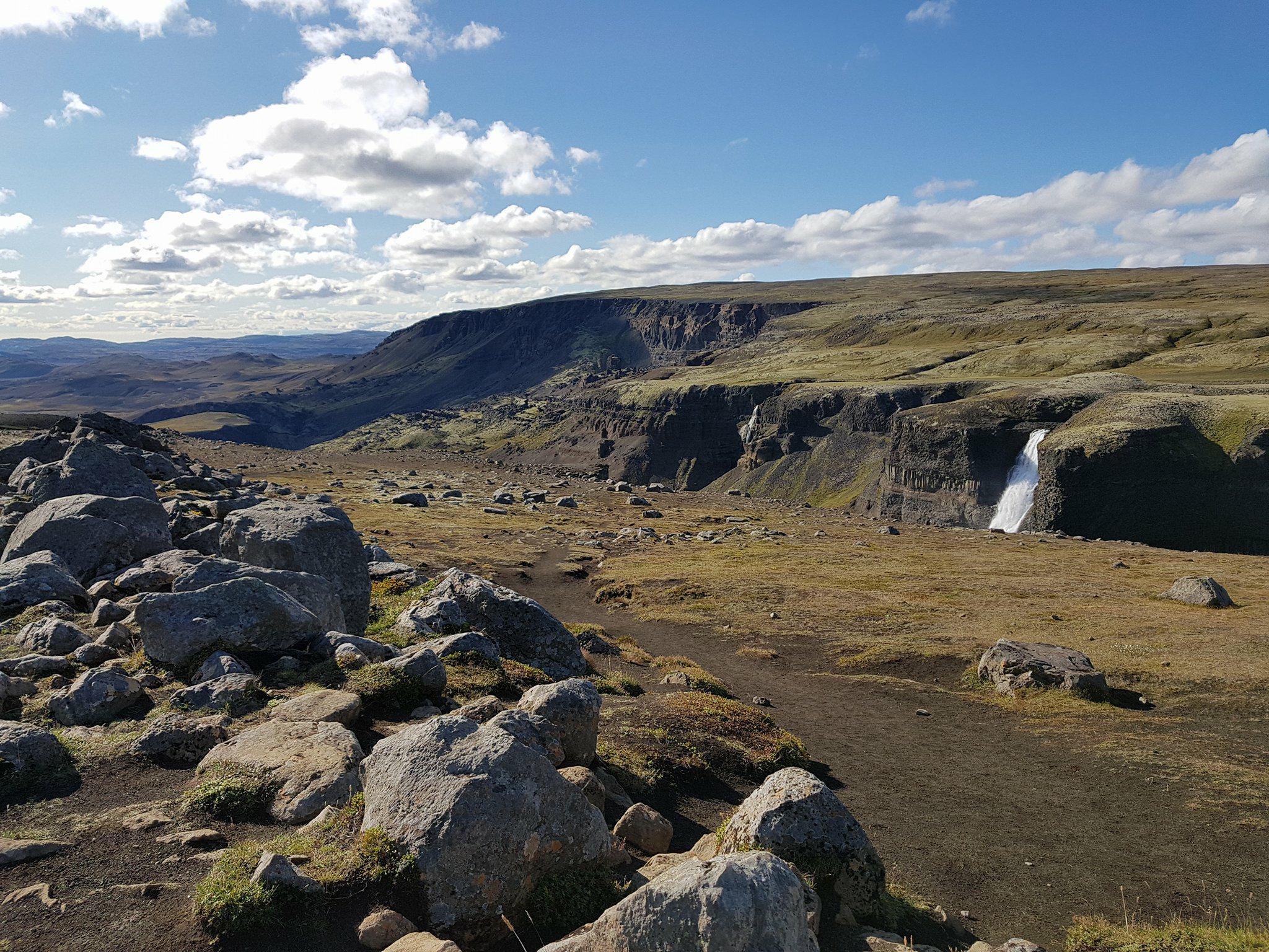 Á laugardeginum verður gengið úr Gjánni upp að Háafossi sem sést glitta í á myndinni.