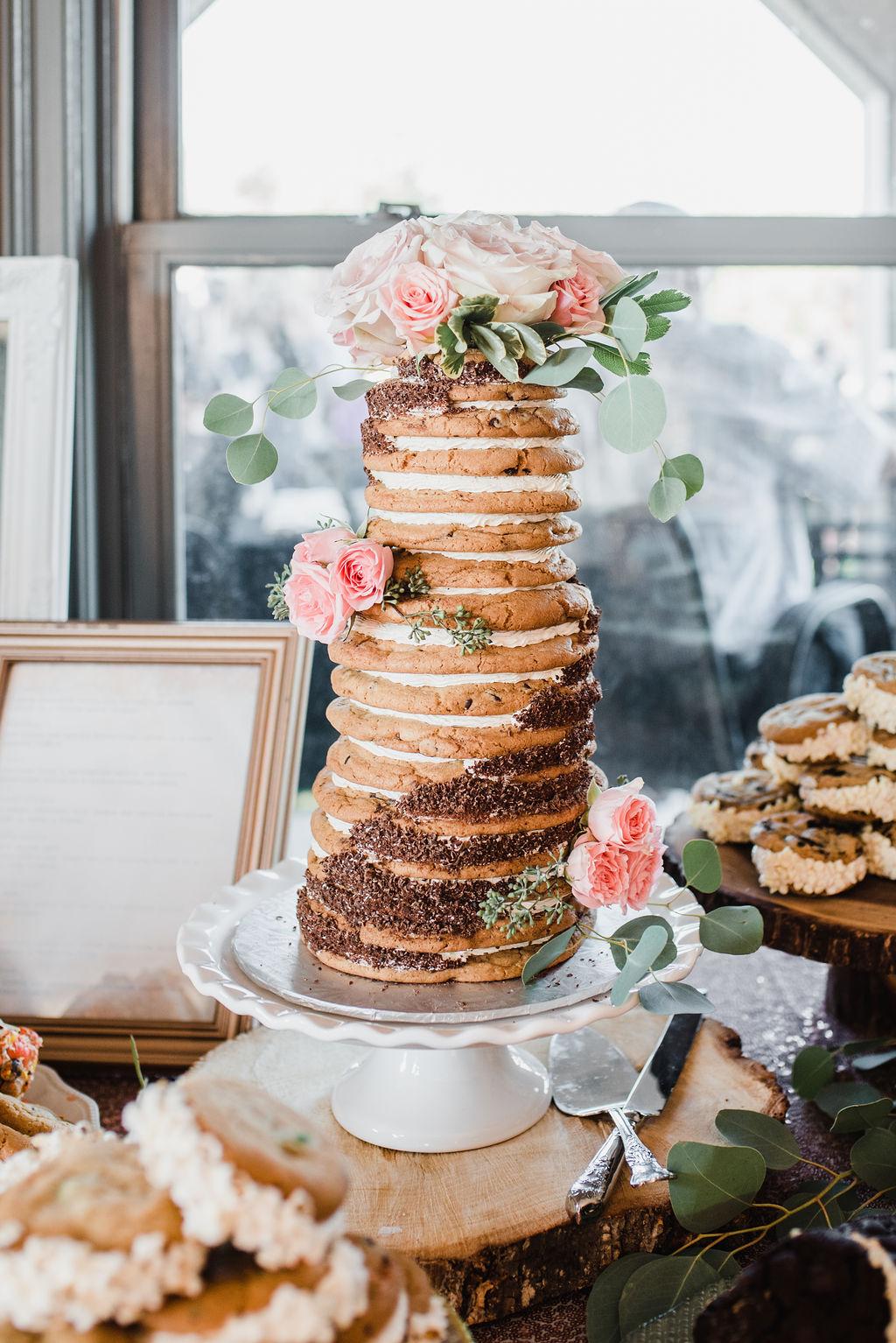 White ruffled edge cake stand  Cake cutting set  Photo by  Rachel Peters