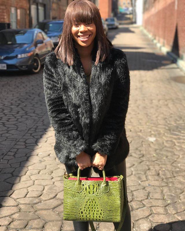 When you love your RON DAVID #tote :: #womenstyle #steetwear #streetstyle #ootd #womensfashion #womenswear #wwd #handbags #ootd #fab #fashion #croc