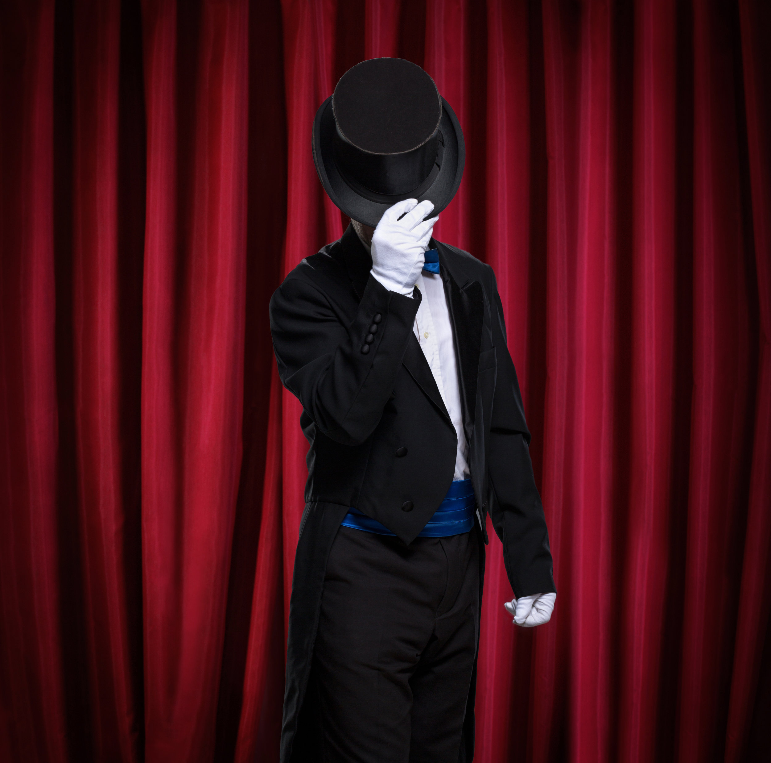 Enter Martini's dressing room to uncover the mystery of the Vanishing Act!