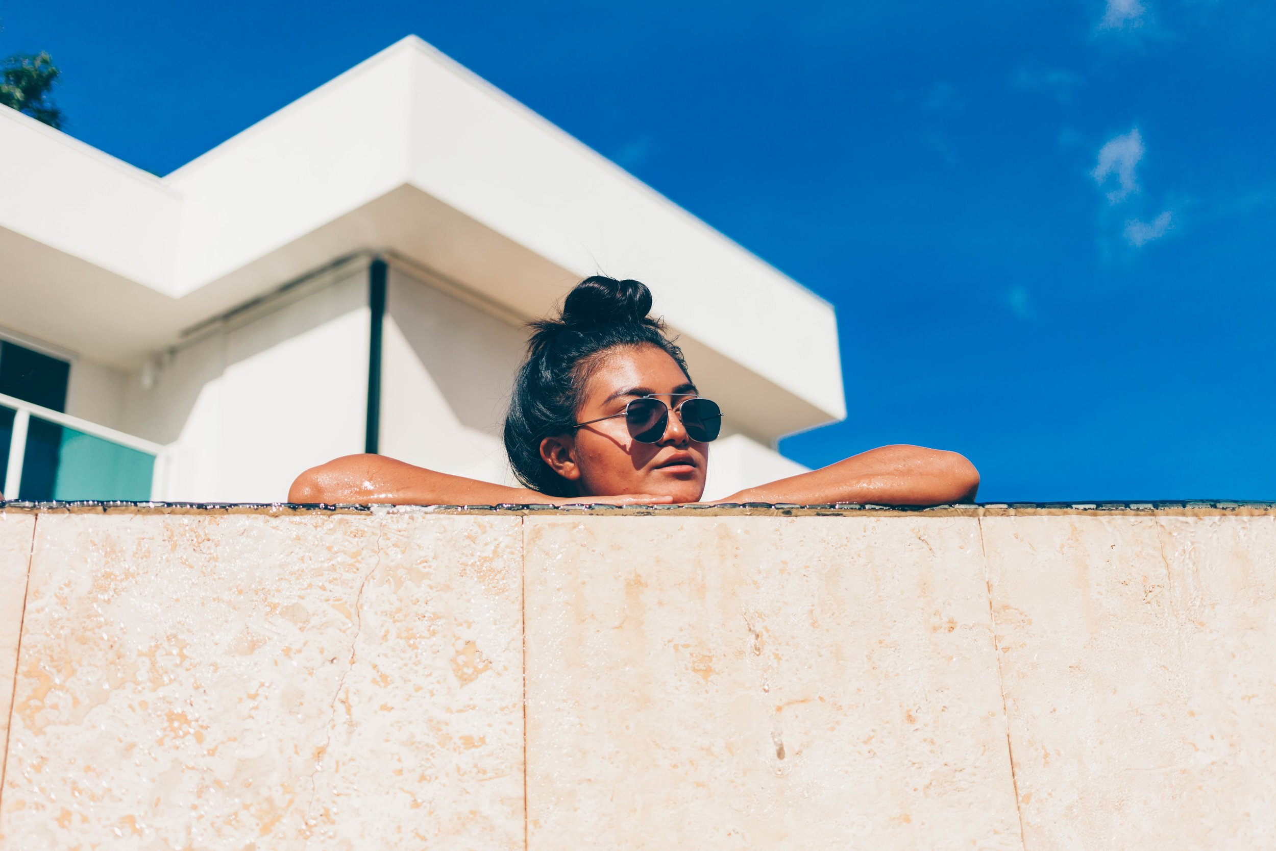 Tip: Dry or damaged hair can retain 55% of the water from the atmosphere. That leaves the hair looking dull, fuzzy, and puffy. It also will not swell the strands evenly so it tends to look extra wonky and awkward.    Keeping your hair healthy    is the first step to fighting frizz.    Photo by    Garett Mizunaka    on    Unsplash
