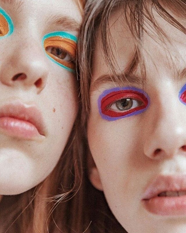 When you're going for just a little pop of color and end up doing the exact opposite🌈 Rad makeup by @thomasdekluyver for @siesmarjan