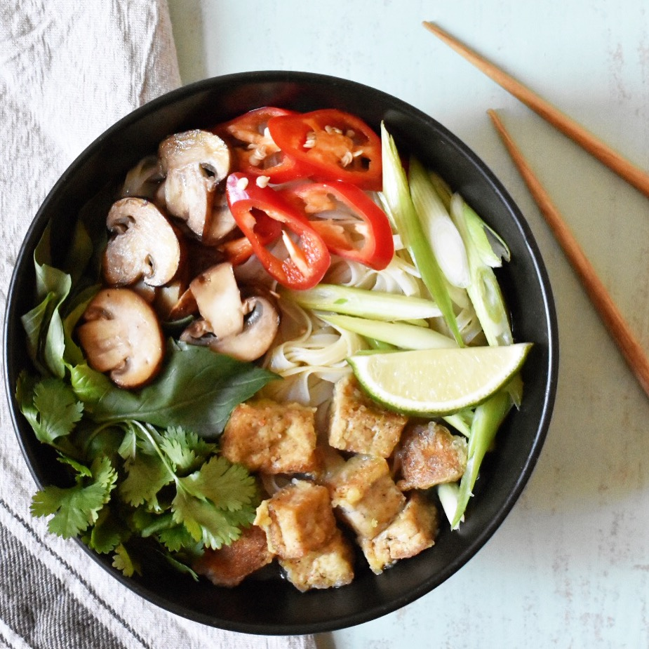 Quick Vietnamese vegan tofu and mushroom pho