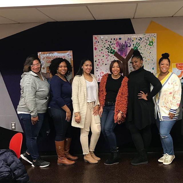 This past weekend #CHICmoms celebrated Literacy month at @farmingtonpubliclibrary 📚! From booking readings to arts & crafts, and singing and dancing the children didn't want to leave!! Special thanks to our communications chair, Brittany for organizing a wonderful event for the children and parents!!!! We're looking forward to more!